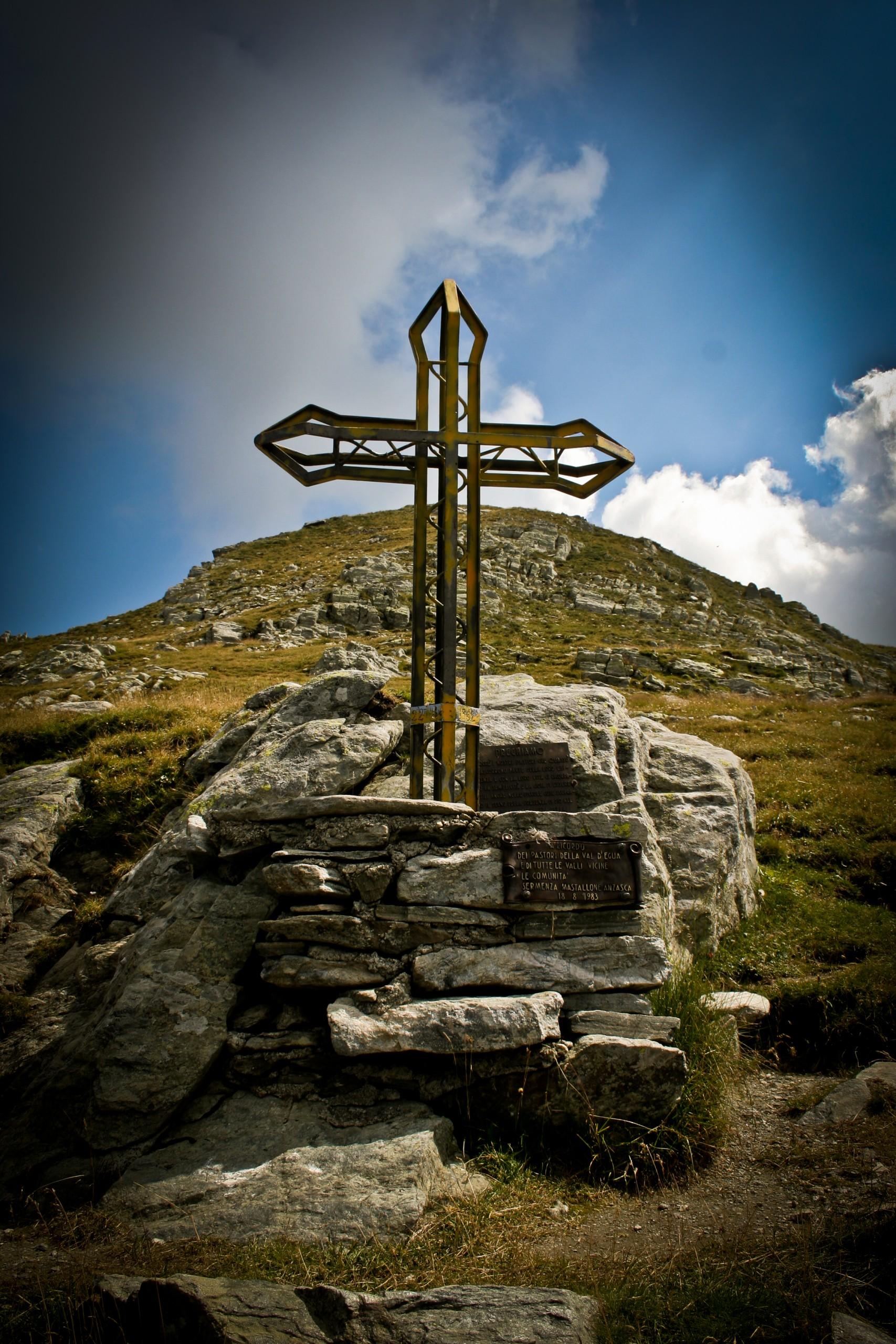 A Cross on the Rocks
