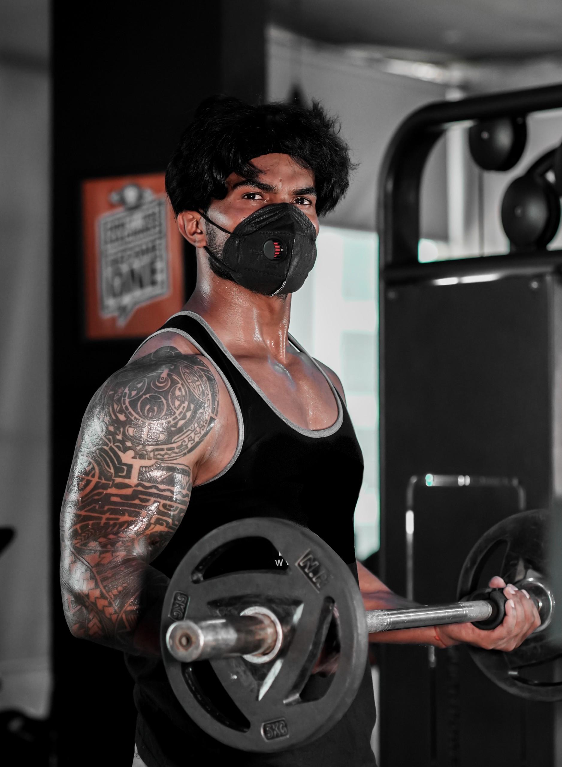 Bodybuilder workout at gym