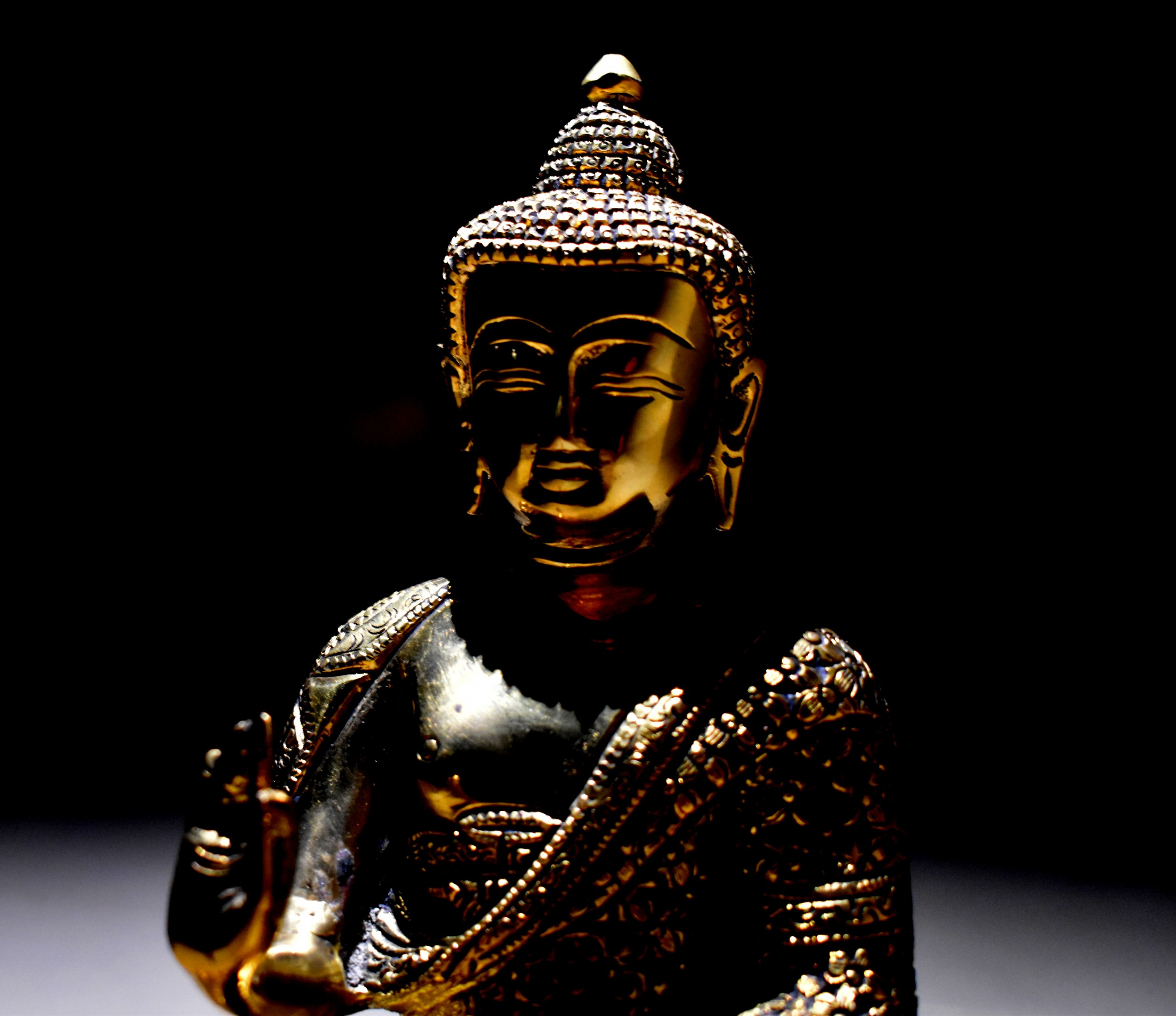 gold buddha idol