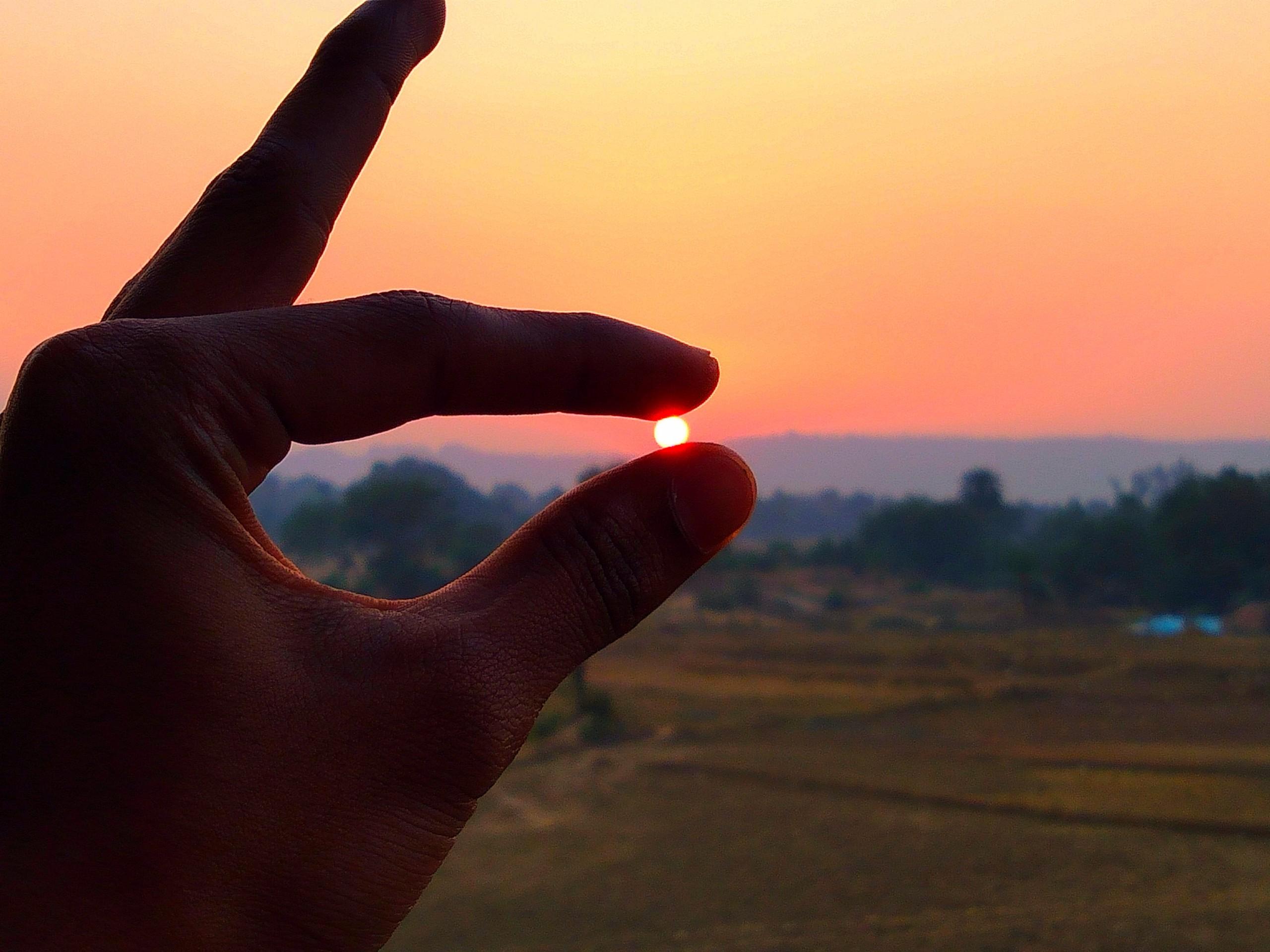 sun between fingers