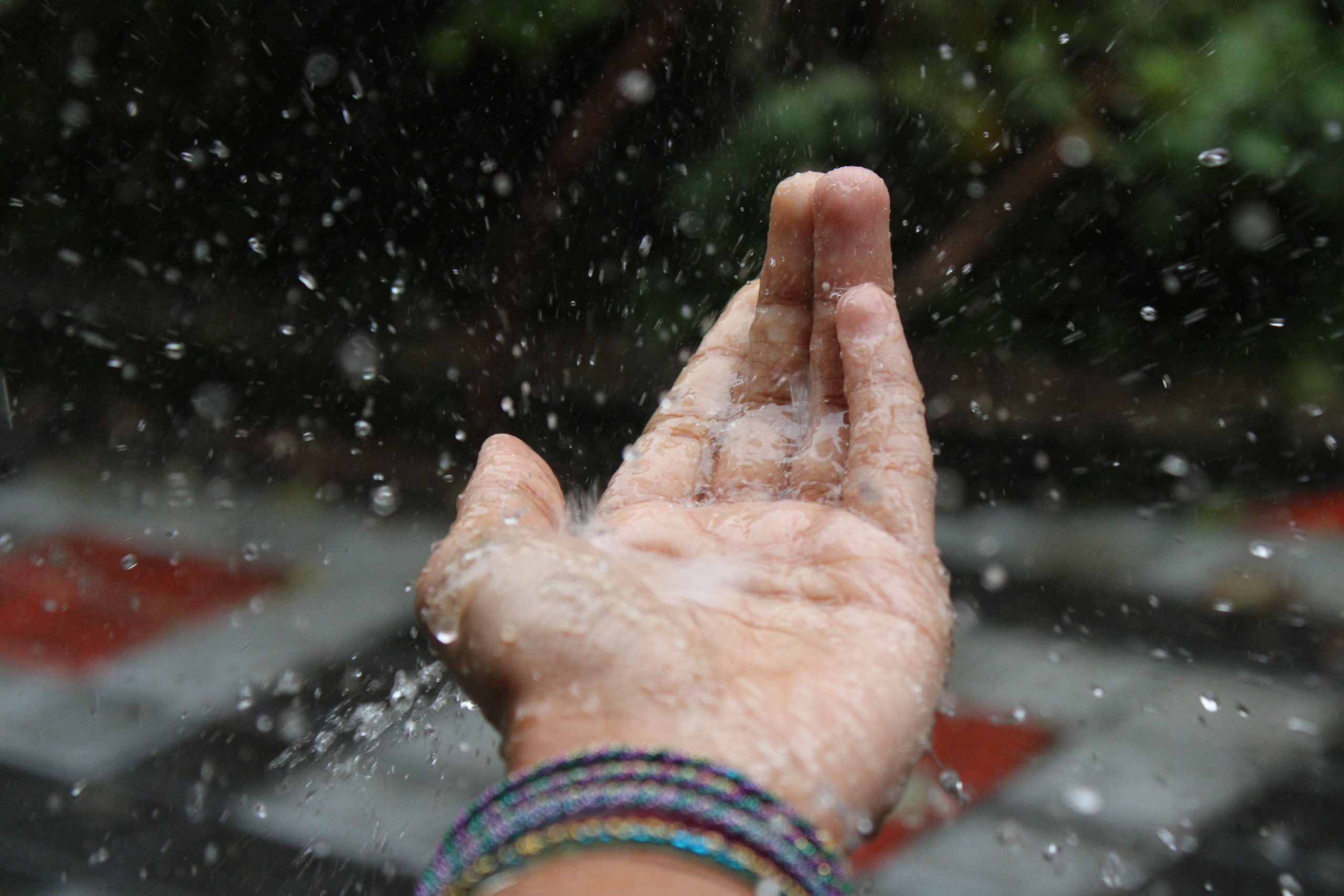 Let the raindrops dance in my hands