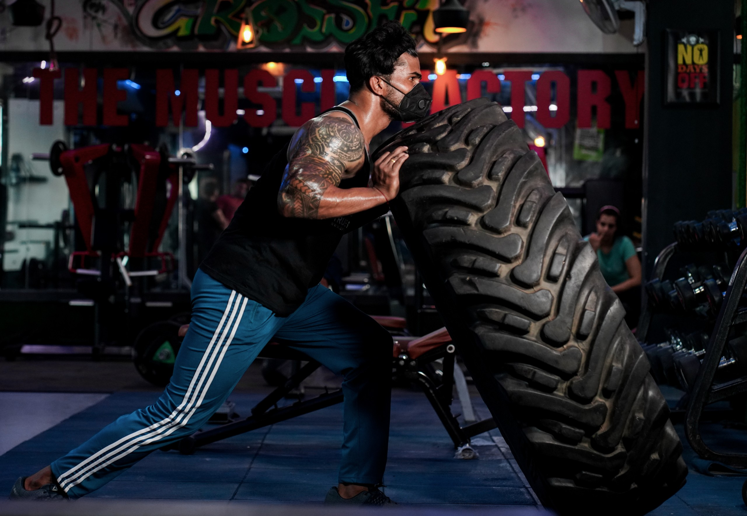 crossfit workout with tyre flips