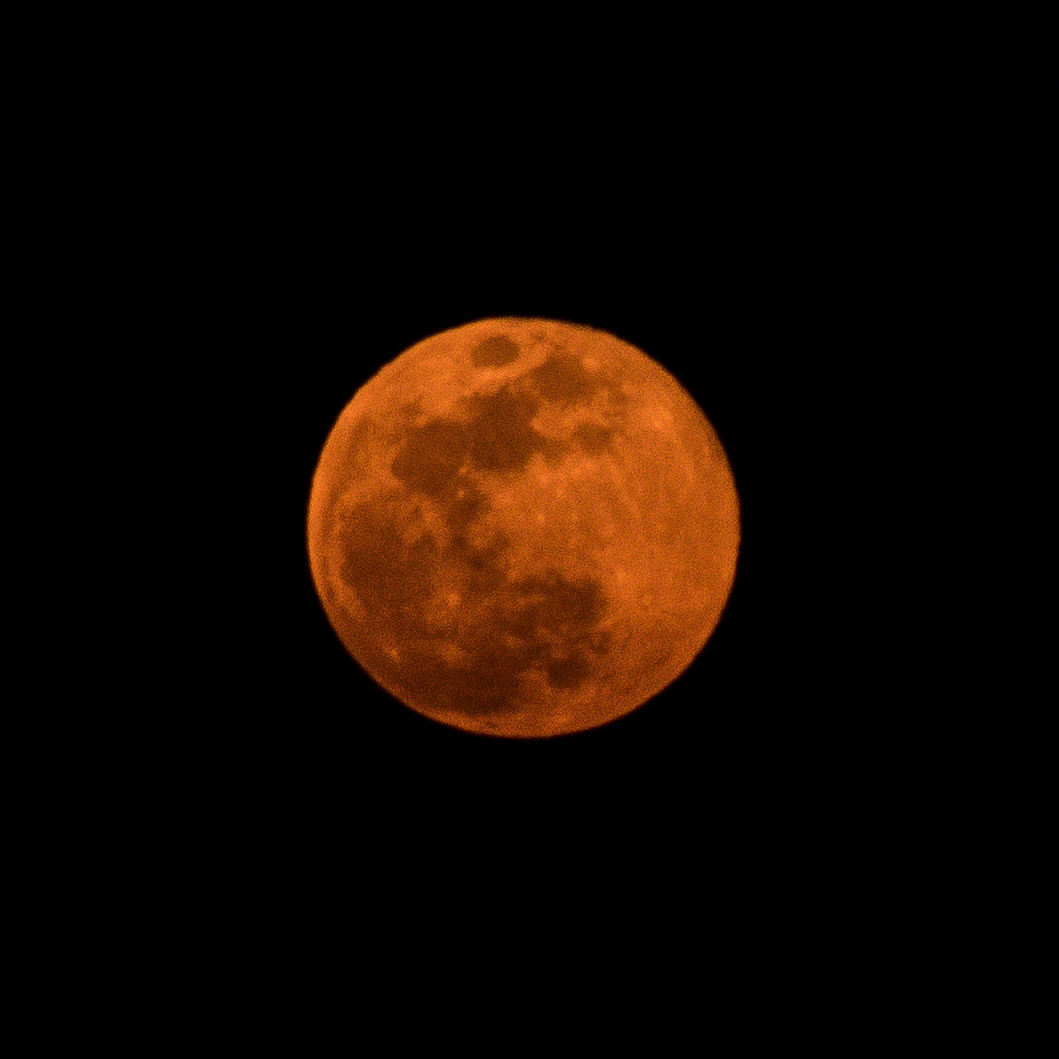 Red Moon Zoomed Up