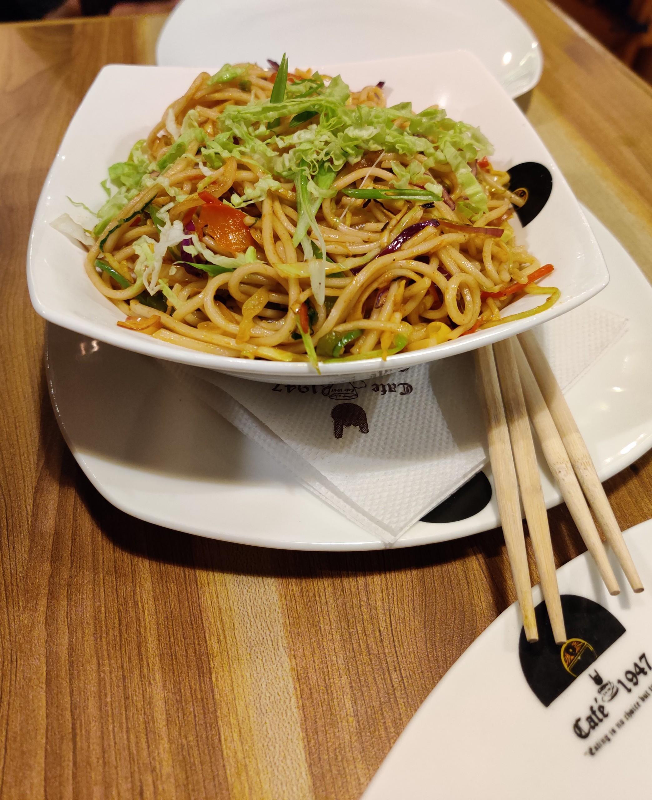Singapore hakka noodles vegetarian