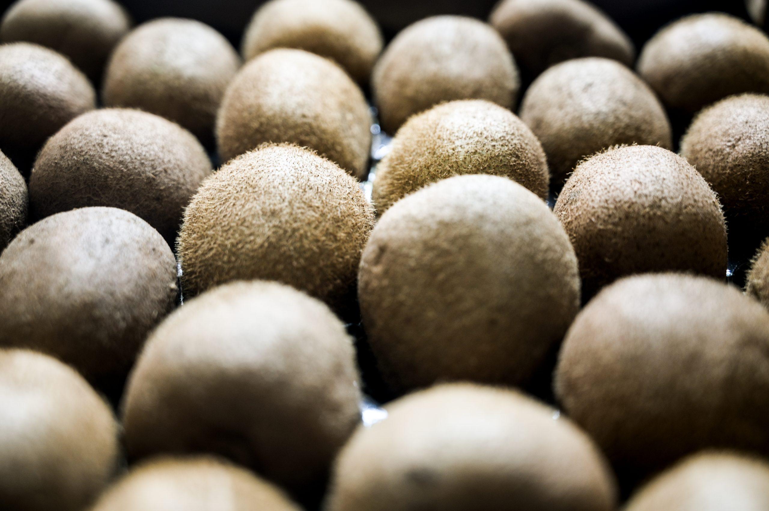 A pile of fresh kiwi