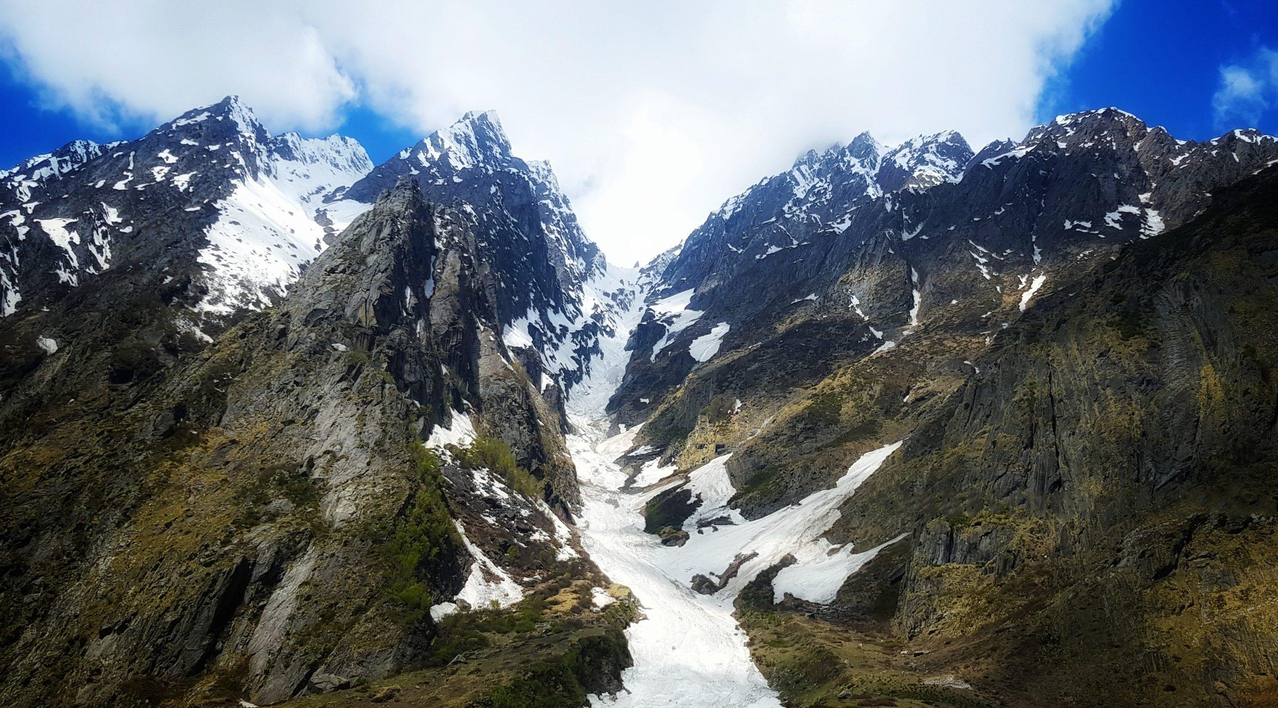 Badrinath snowy mountains