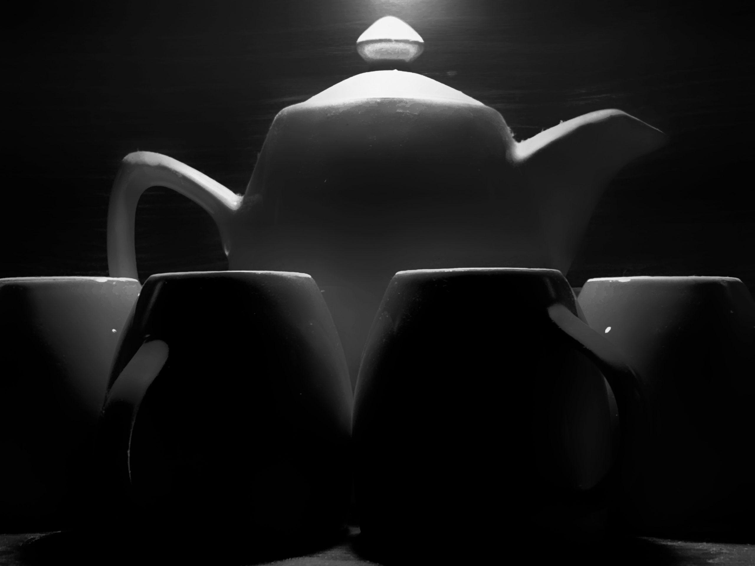 Black and white kitchen ware