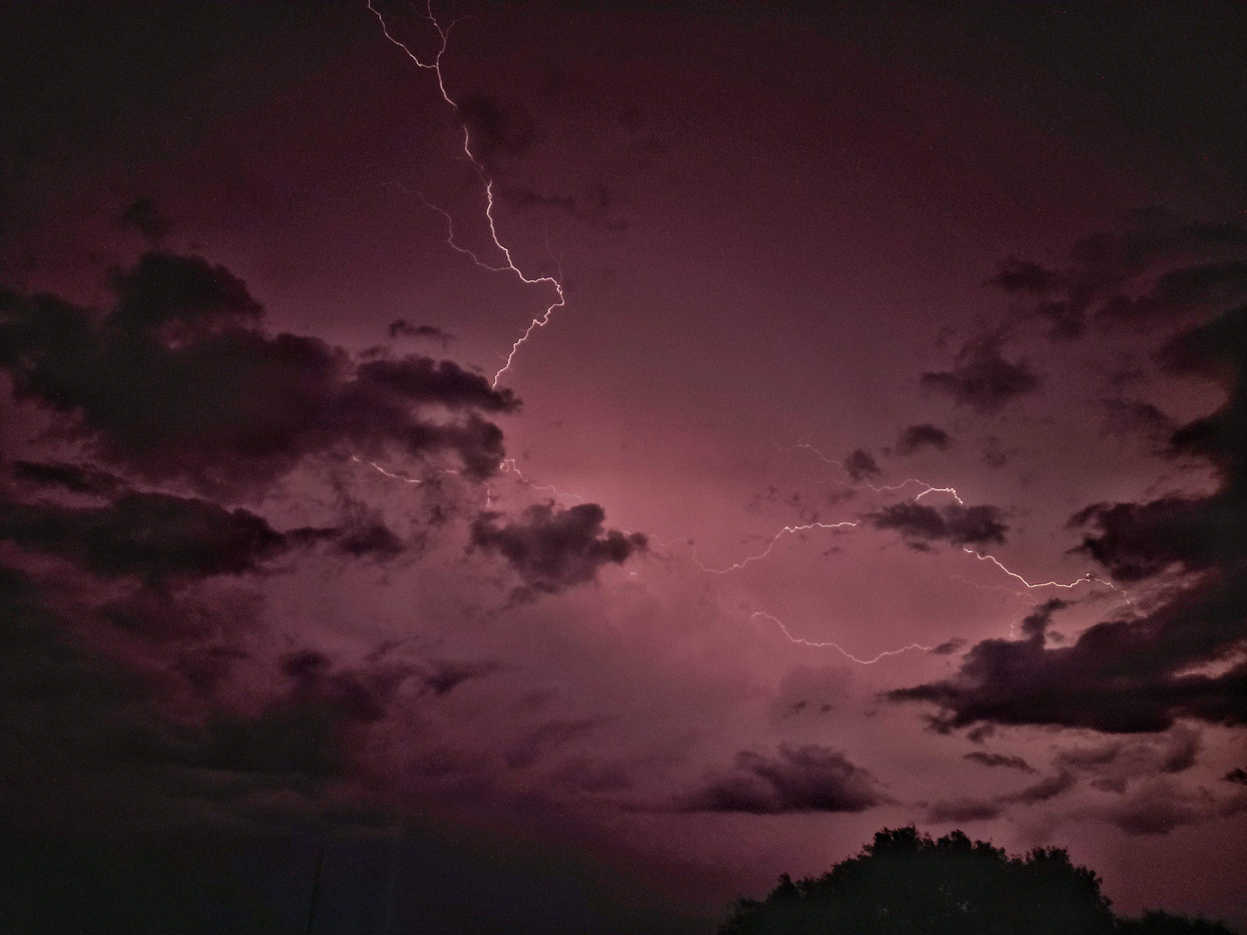 lightening flash in the sky