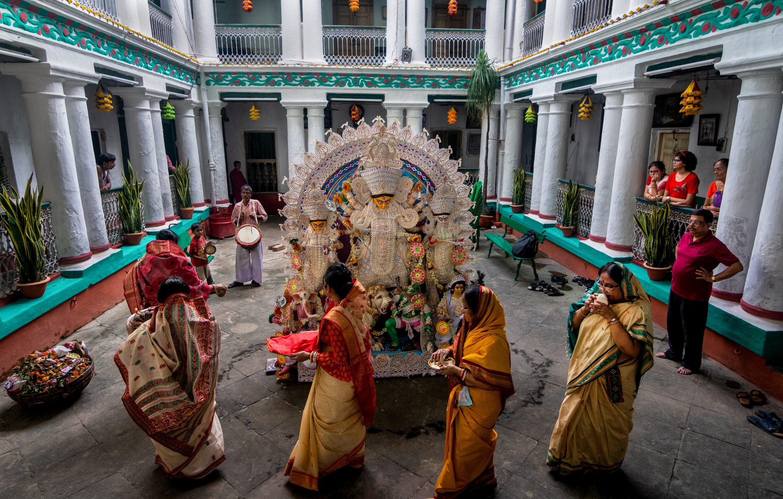 women doing puja