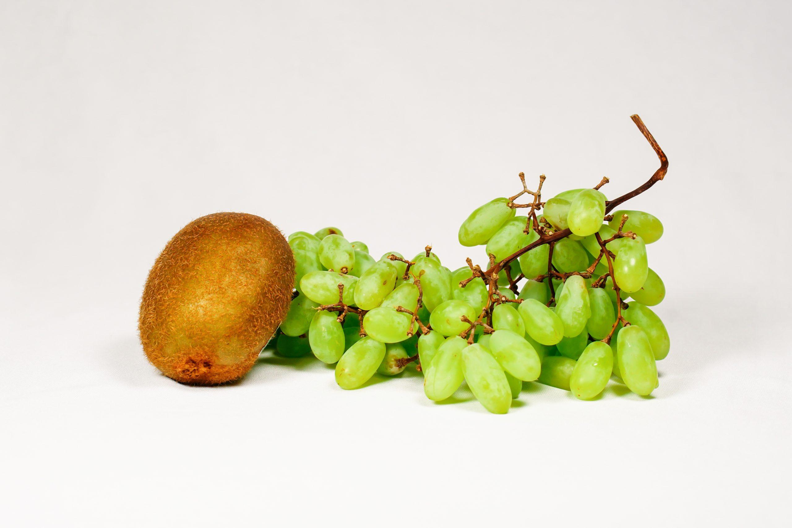 Grapes and kiwi fruits