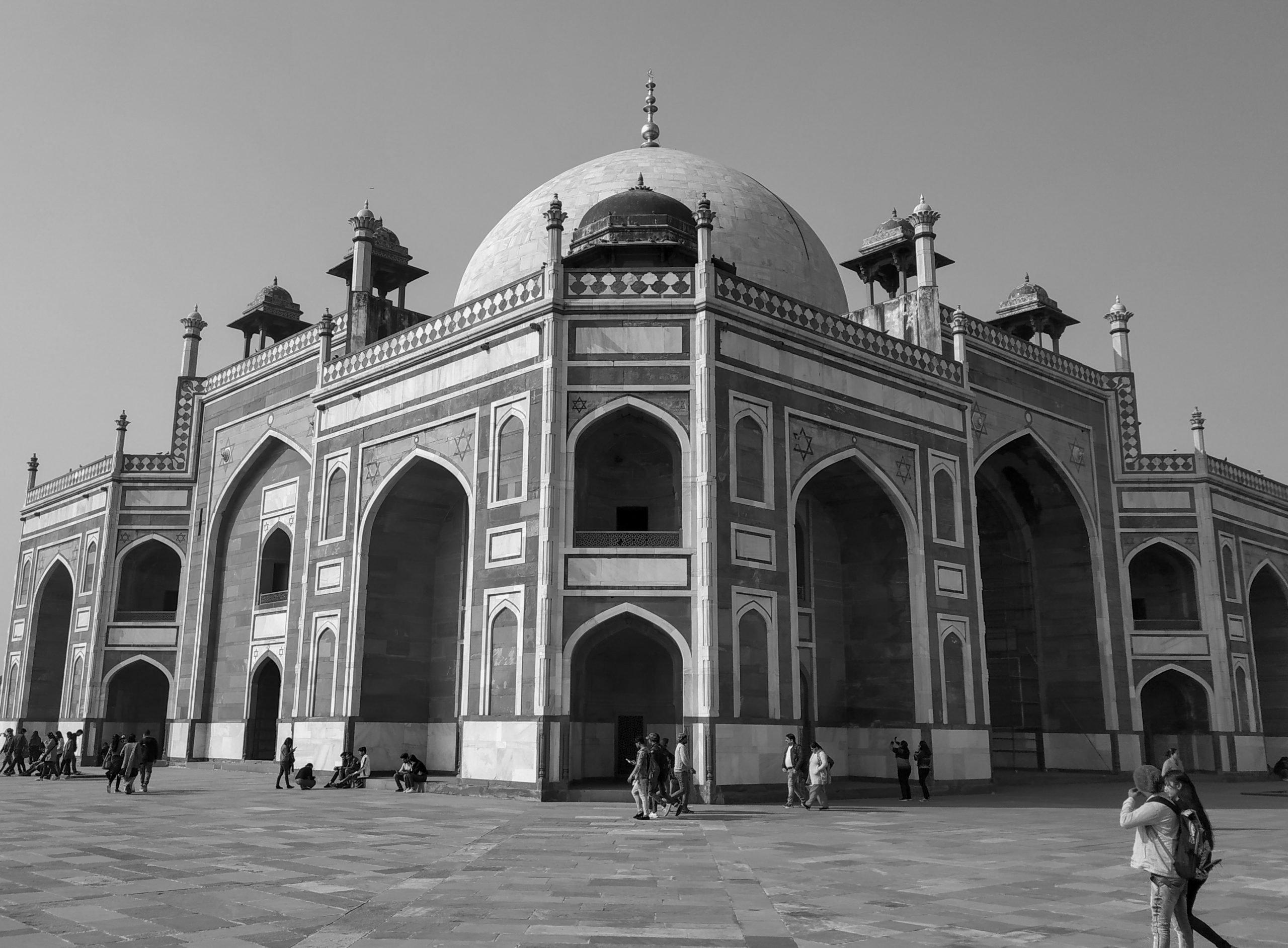 Black and White picture of Humayuns Tomb.