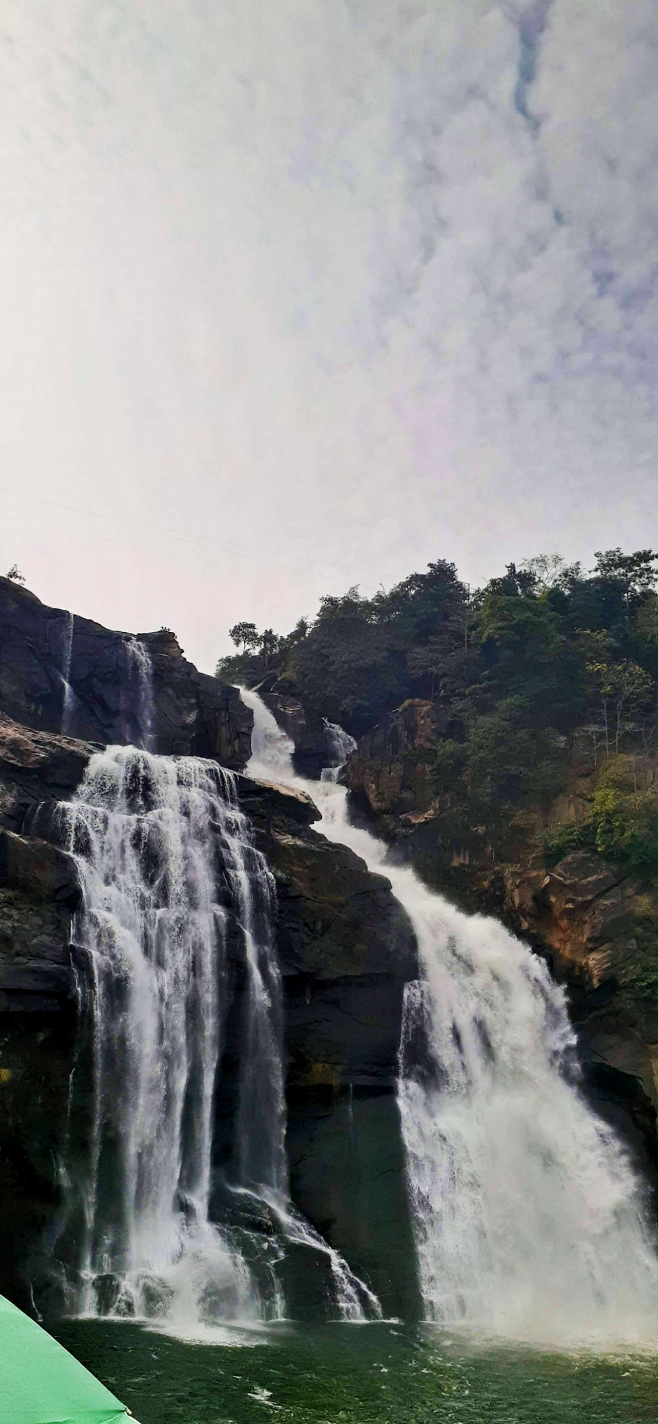 Hundru Waterfall Scenery
