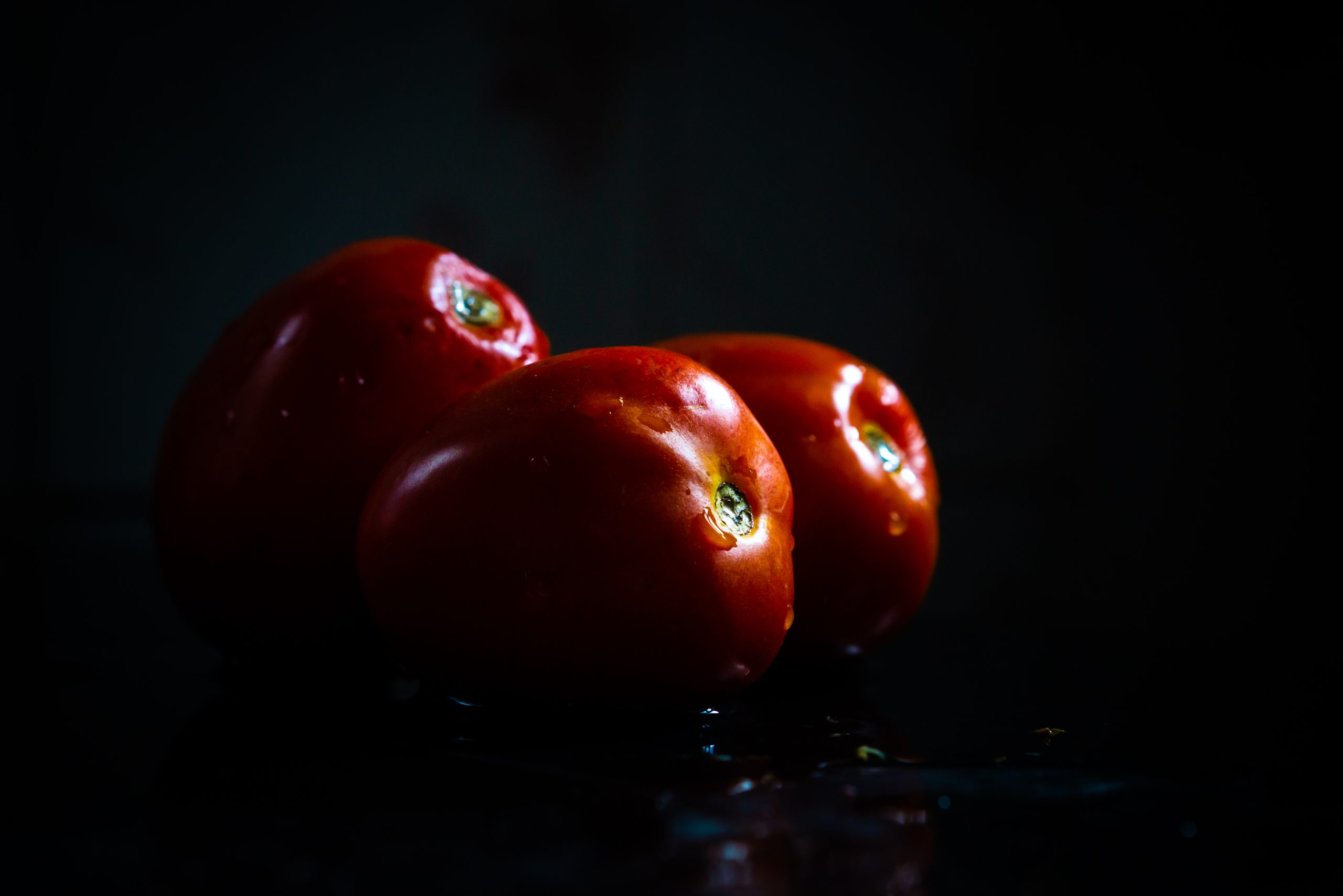 Fresh and washed tomatoes
