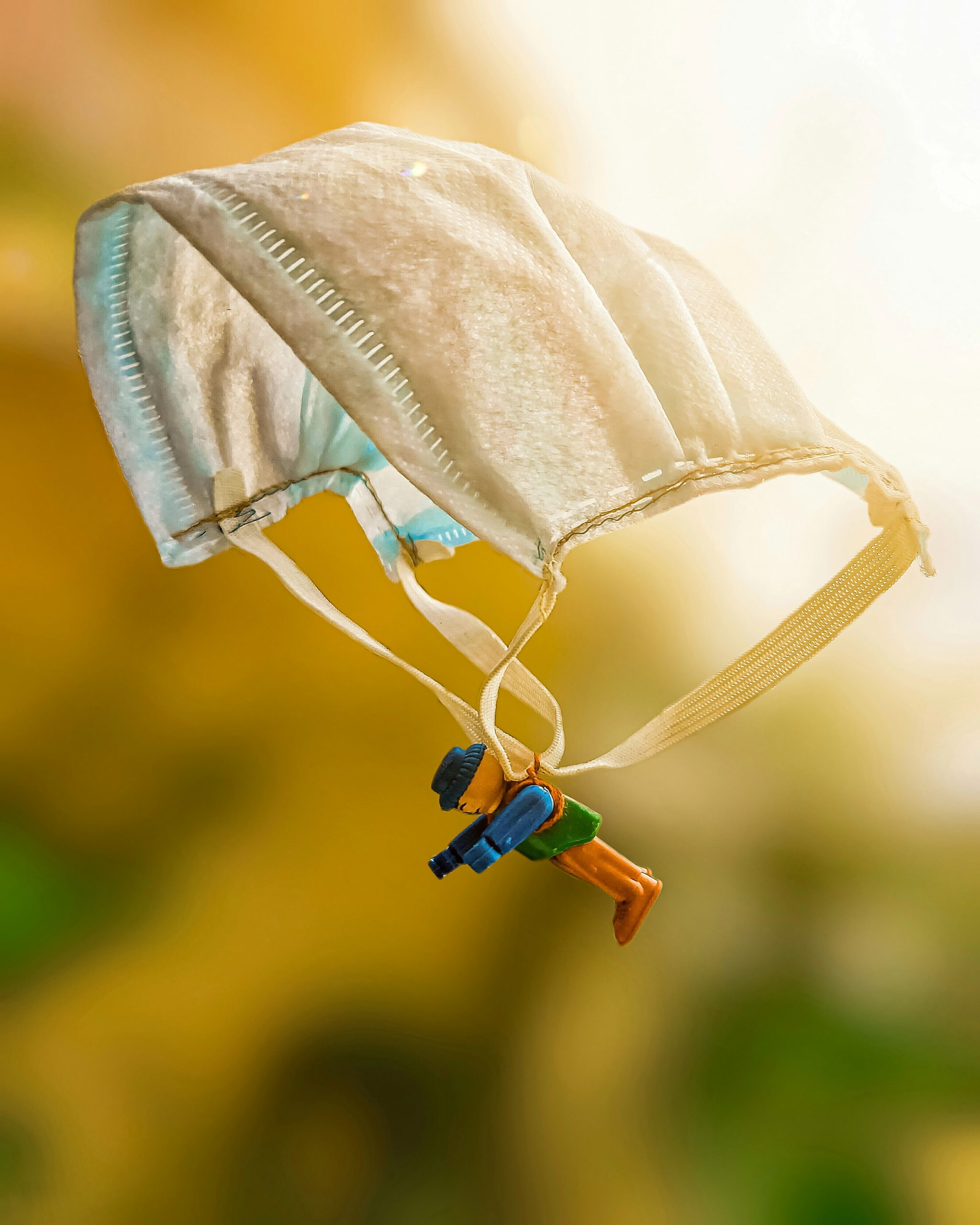 Lego toy using mask as a Parachute