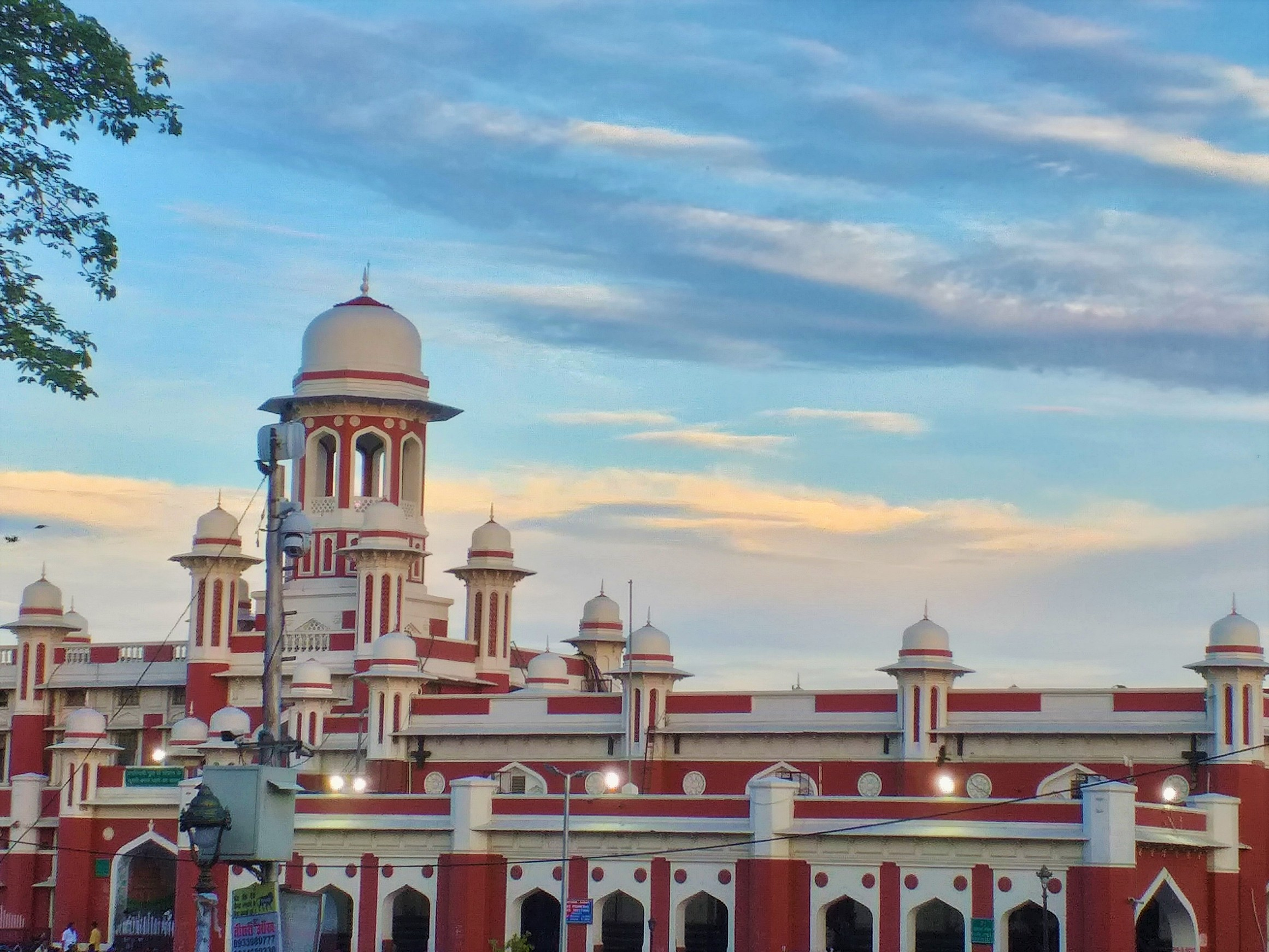 Lucknow Charbagh railway station building