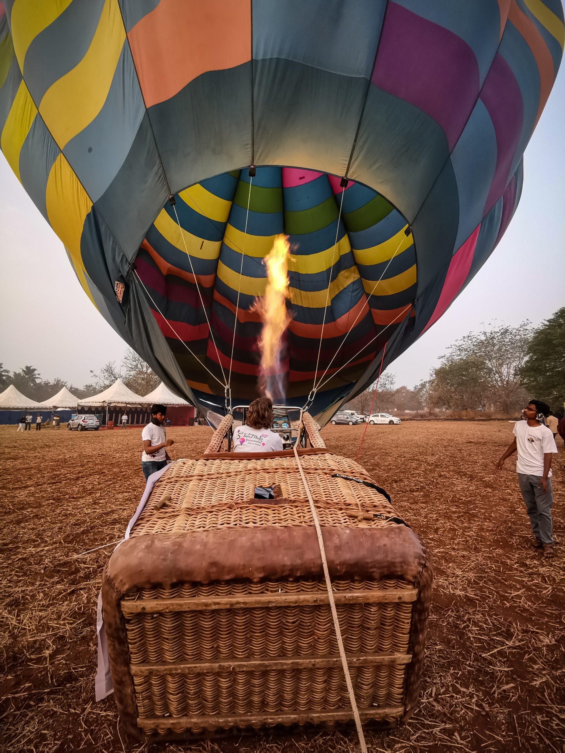 Men Lits up the Hot Air Balloon