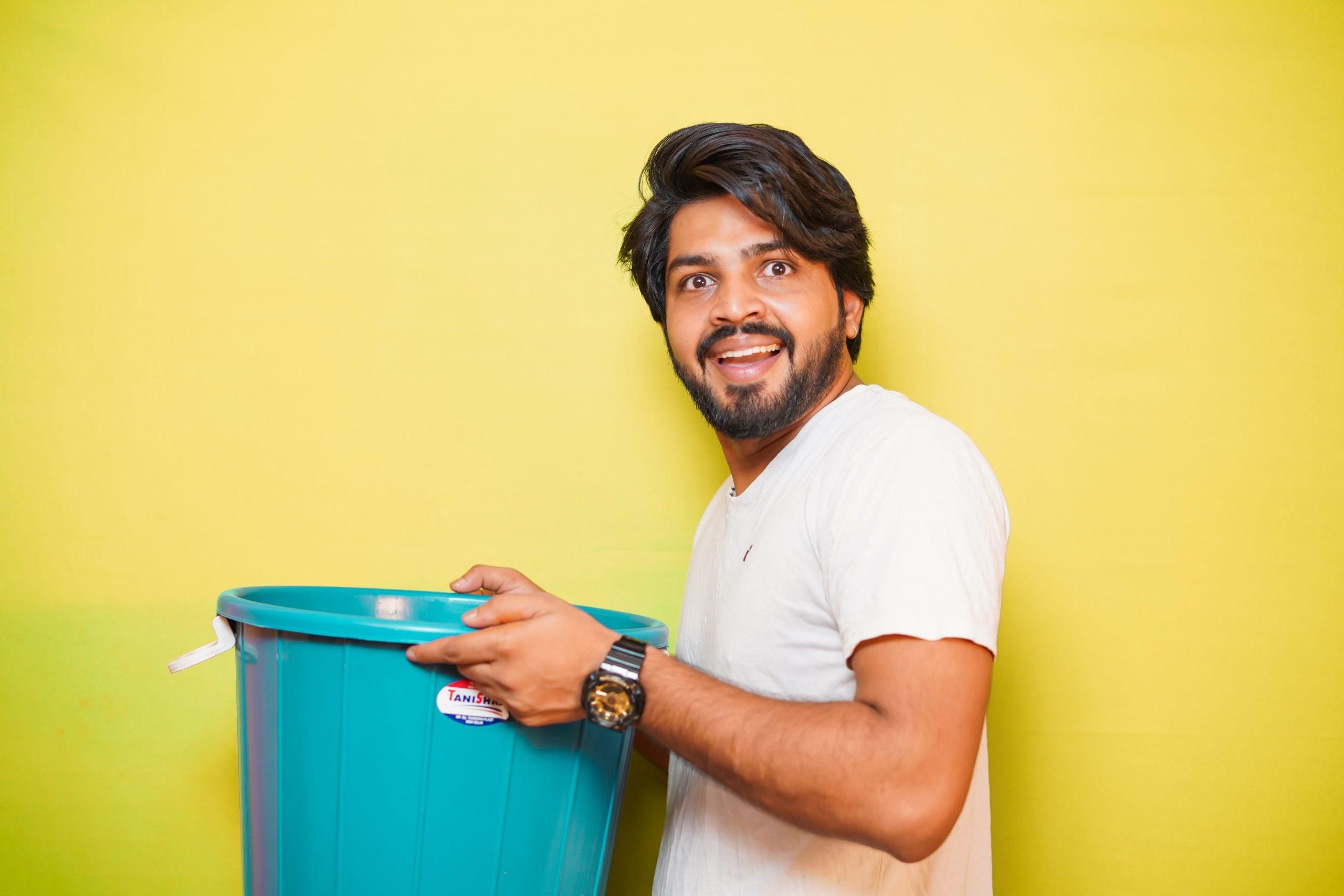 Model picking bucket
