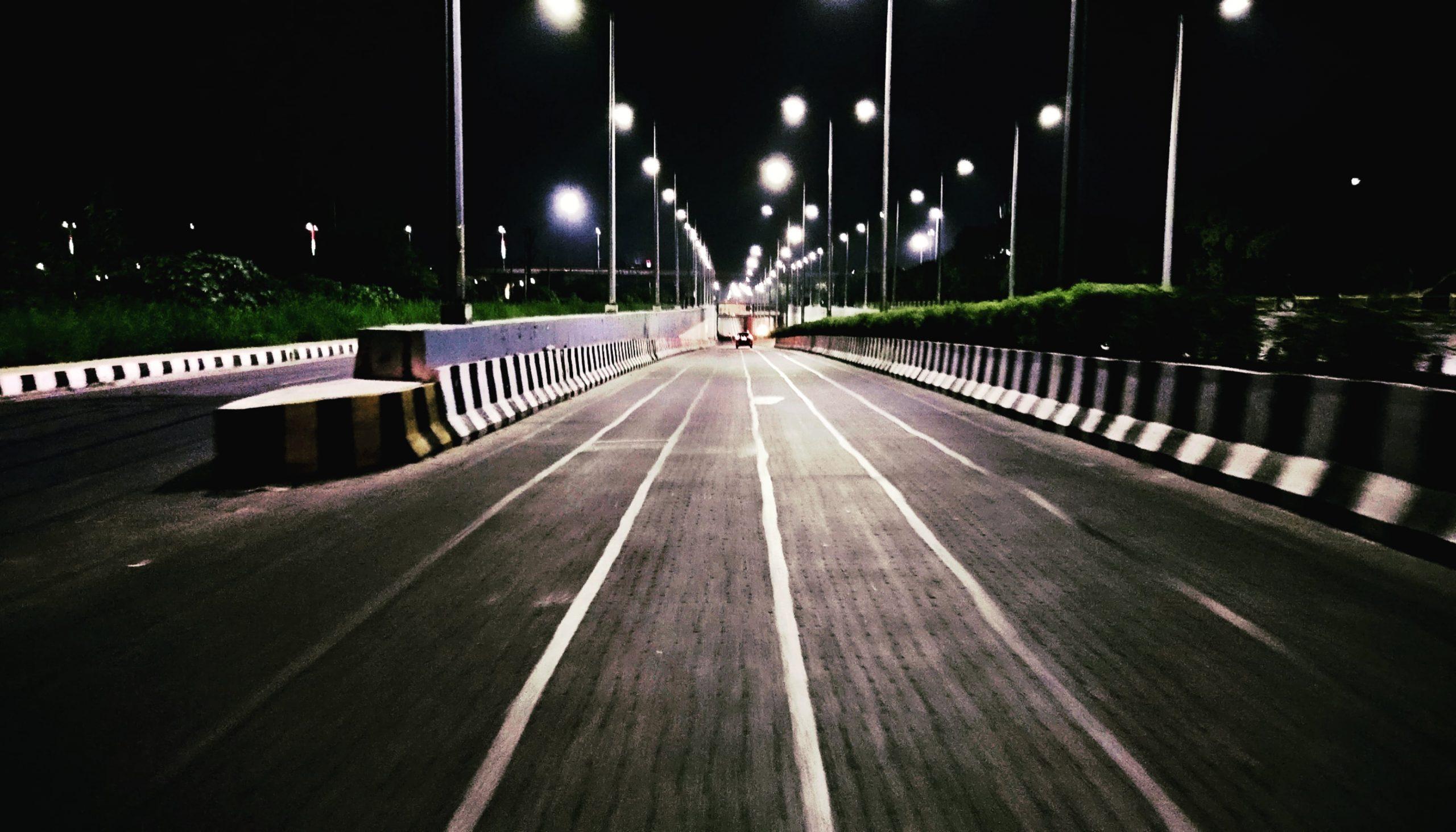 Night road in Noida