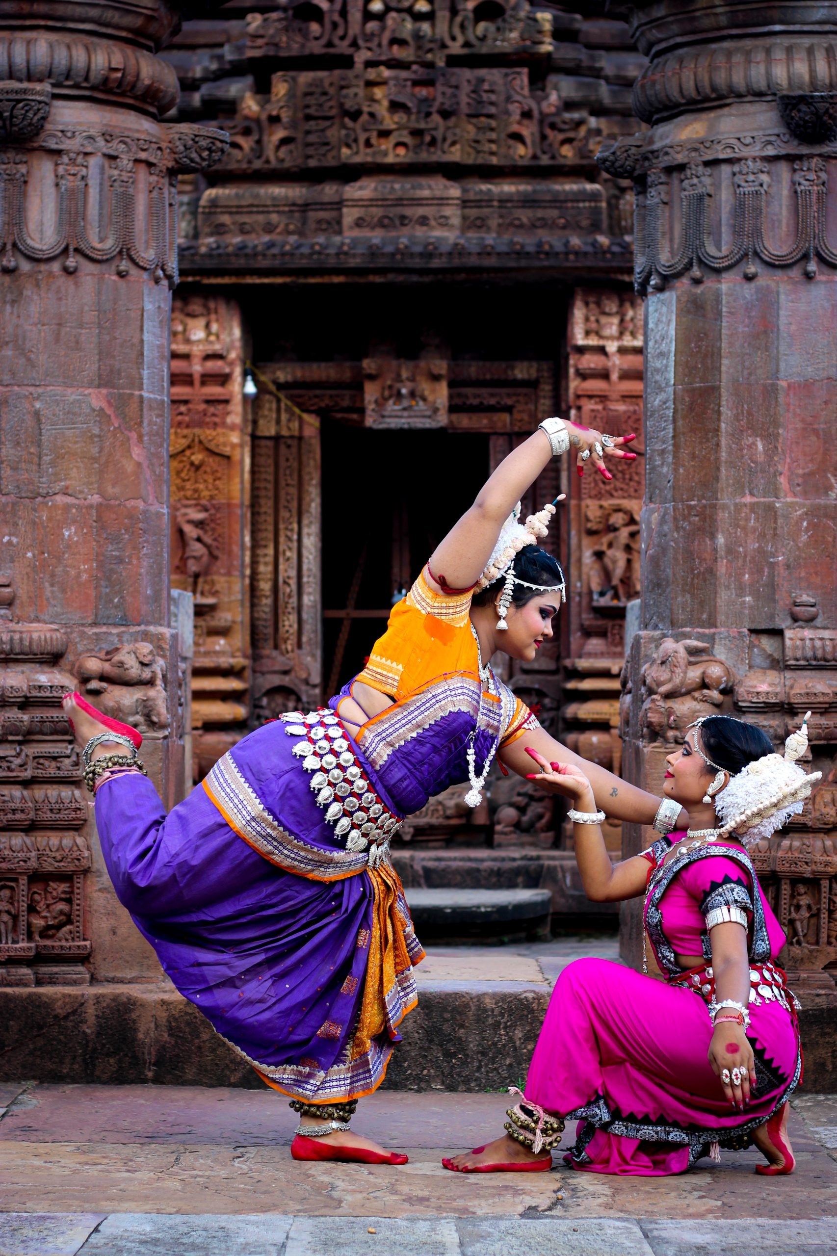 odishi dancers at temple