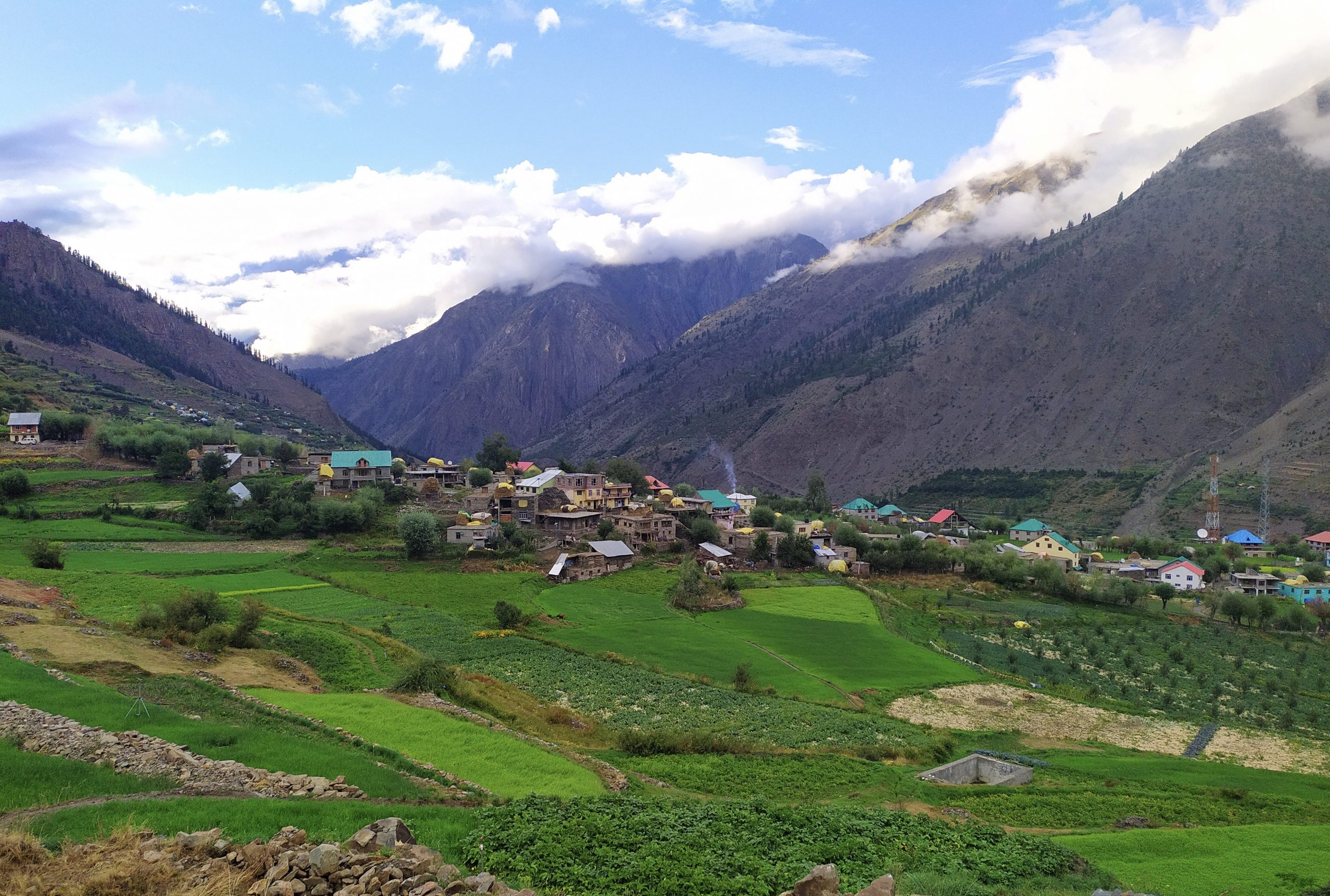 Panoramic view of Triloknath village with mountains in background