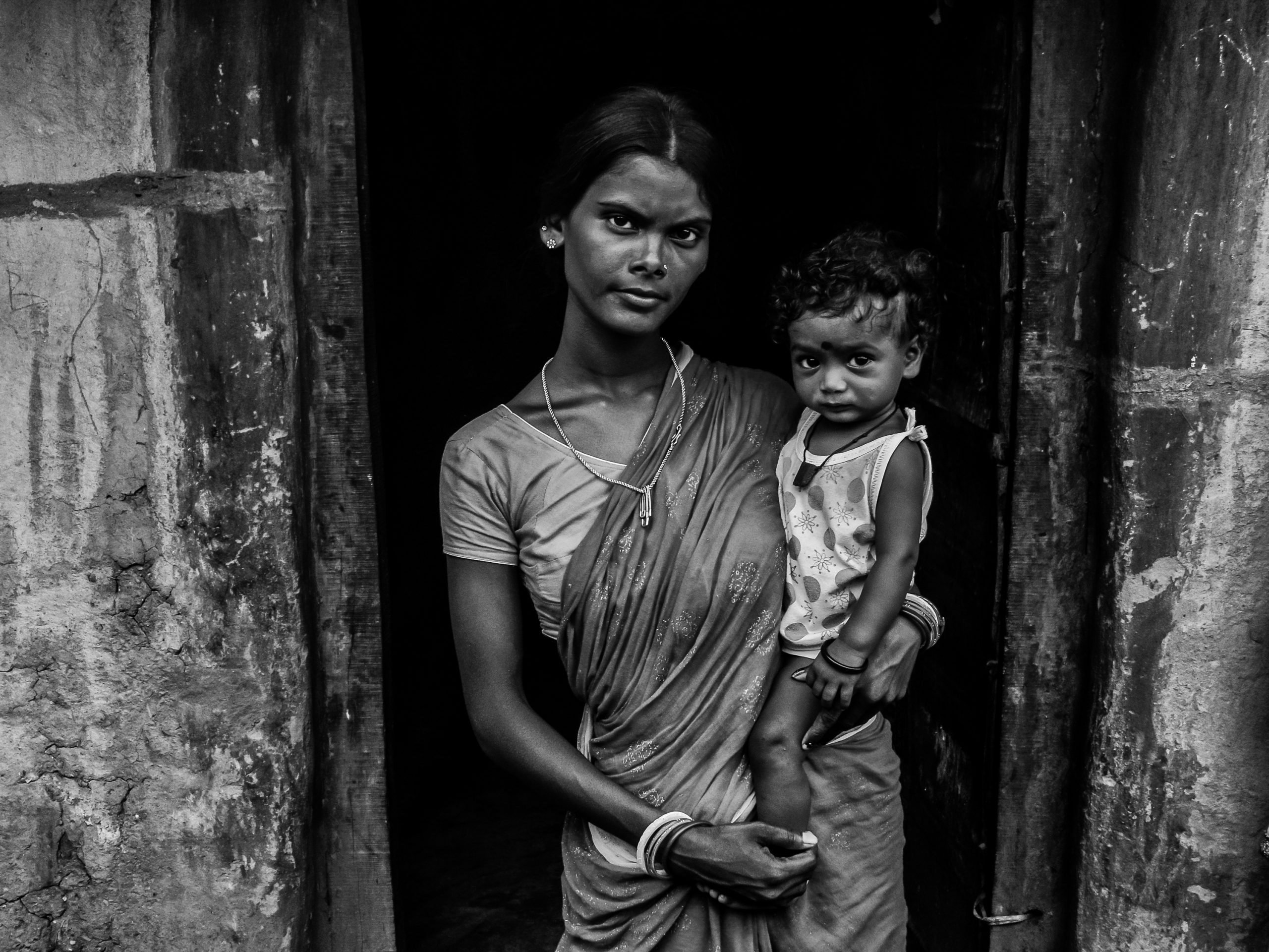 Startling image showing a mother and daughter.