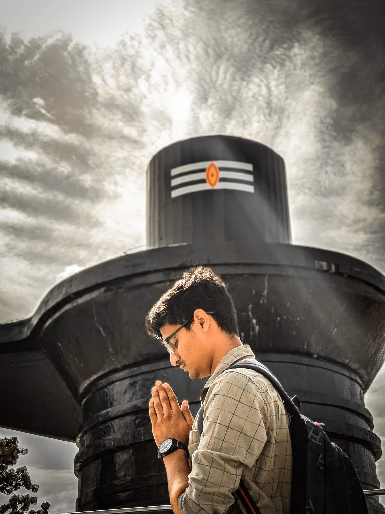 Praying before siva linga