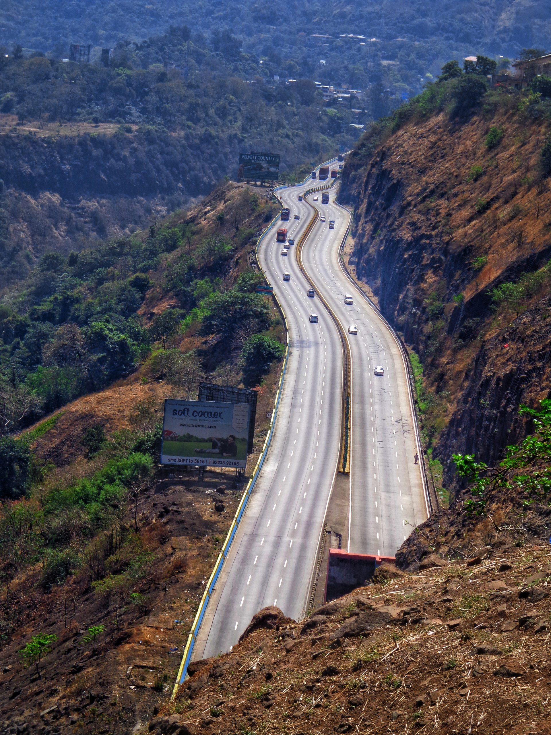 Pune Expressway in Mumbai