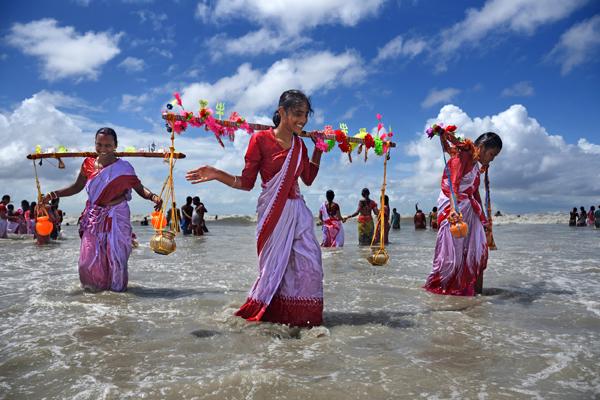 Devotees in Ganga Sagar, West Bengal