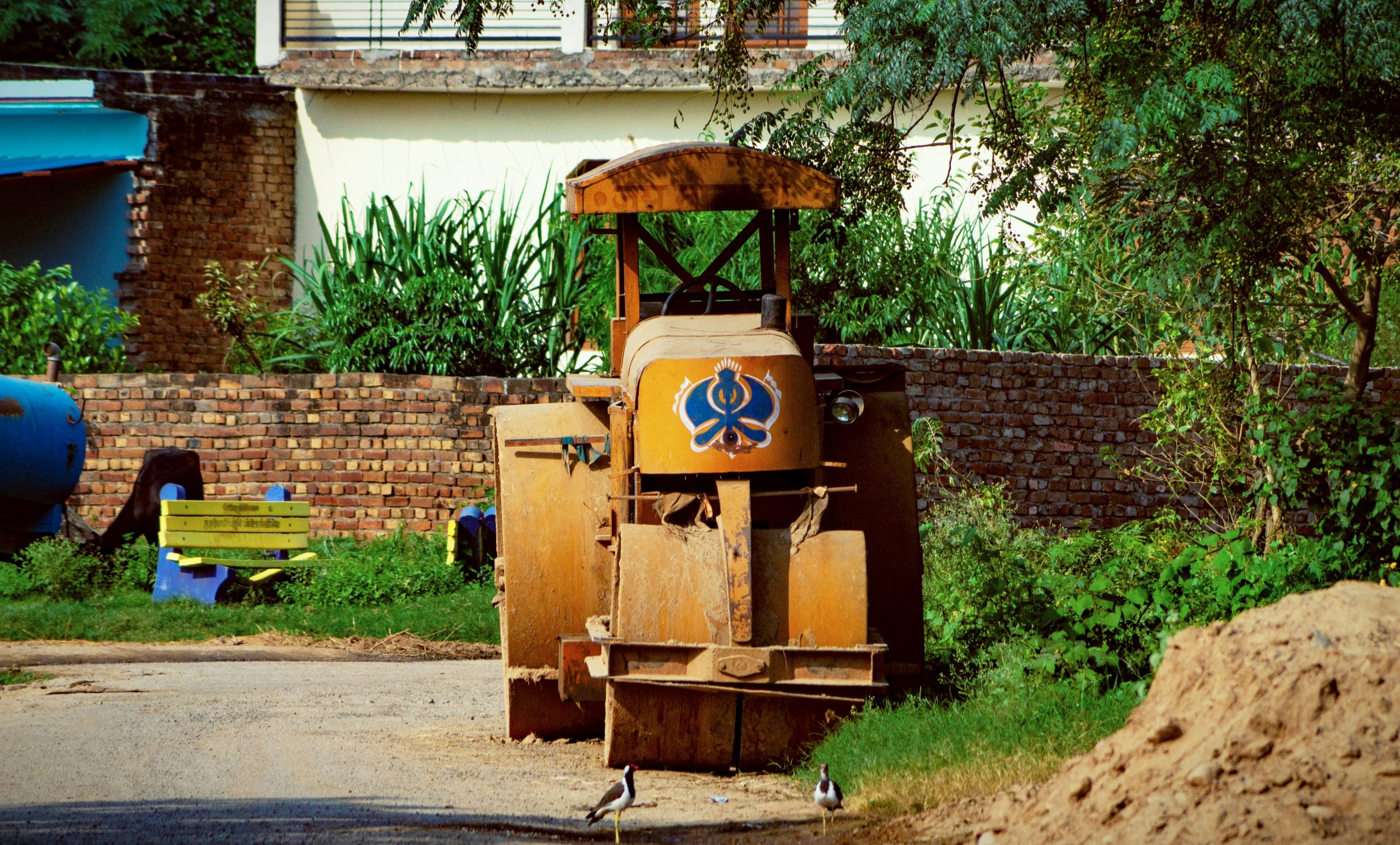 Road roller on the side Road