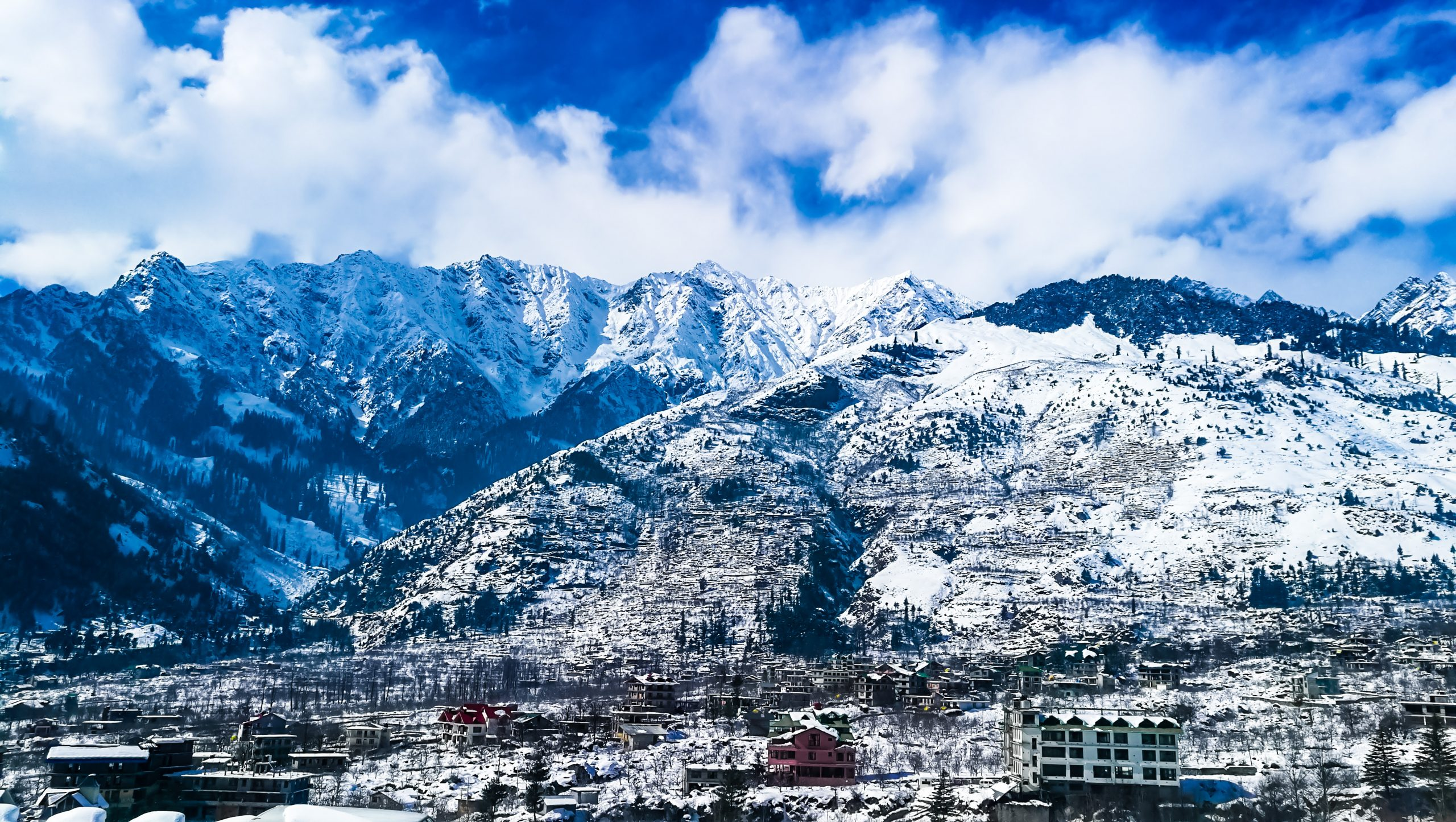 Snowy mountains of Manali
