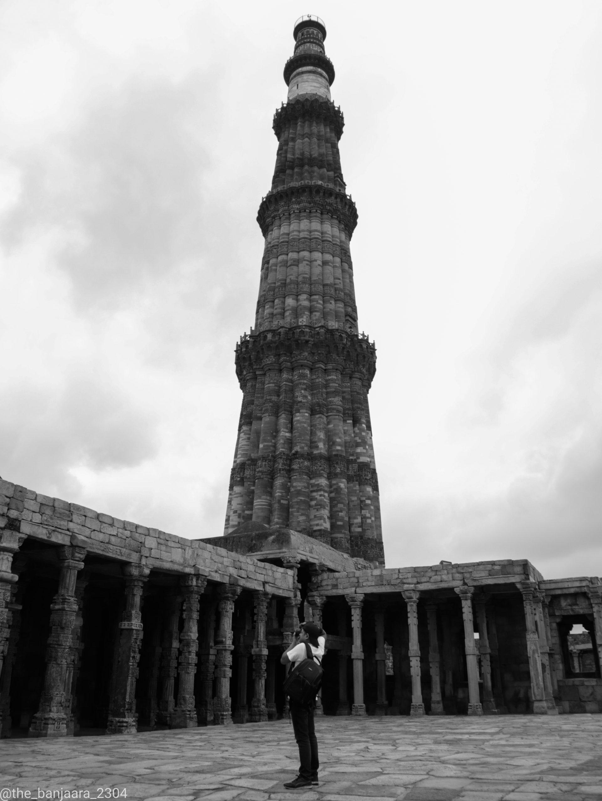 A greyscale view of Qutub Minar