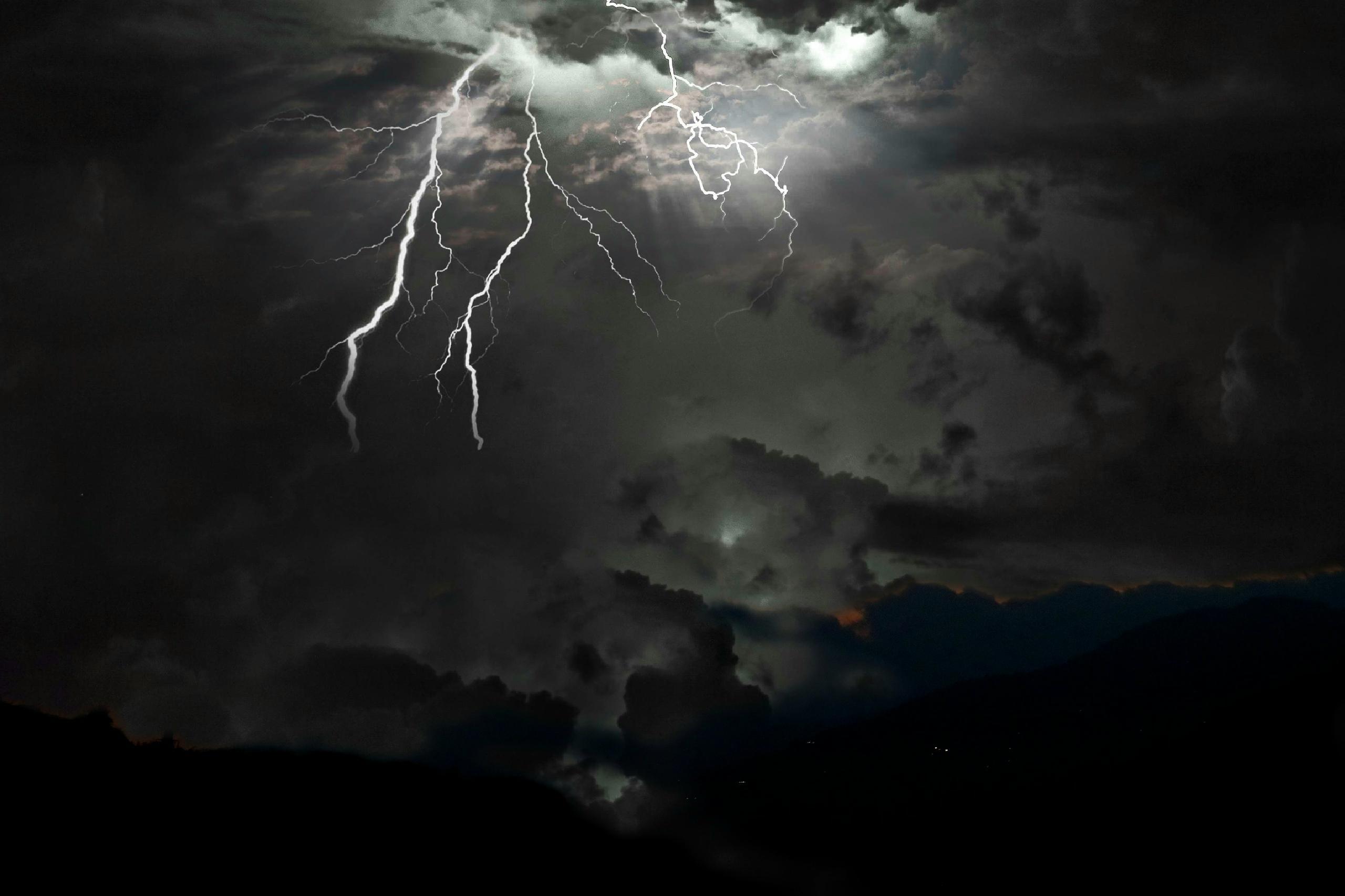 lightening in the sky