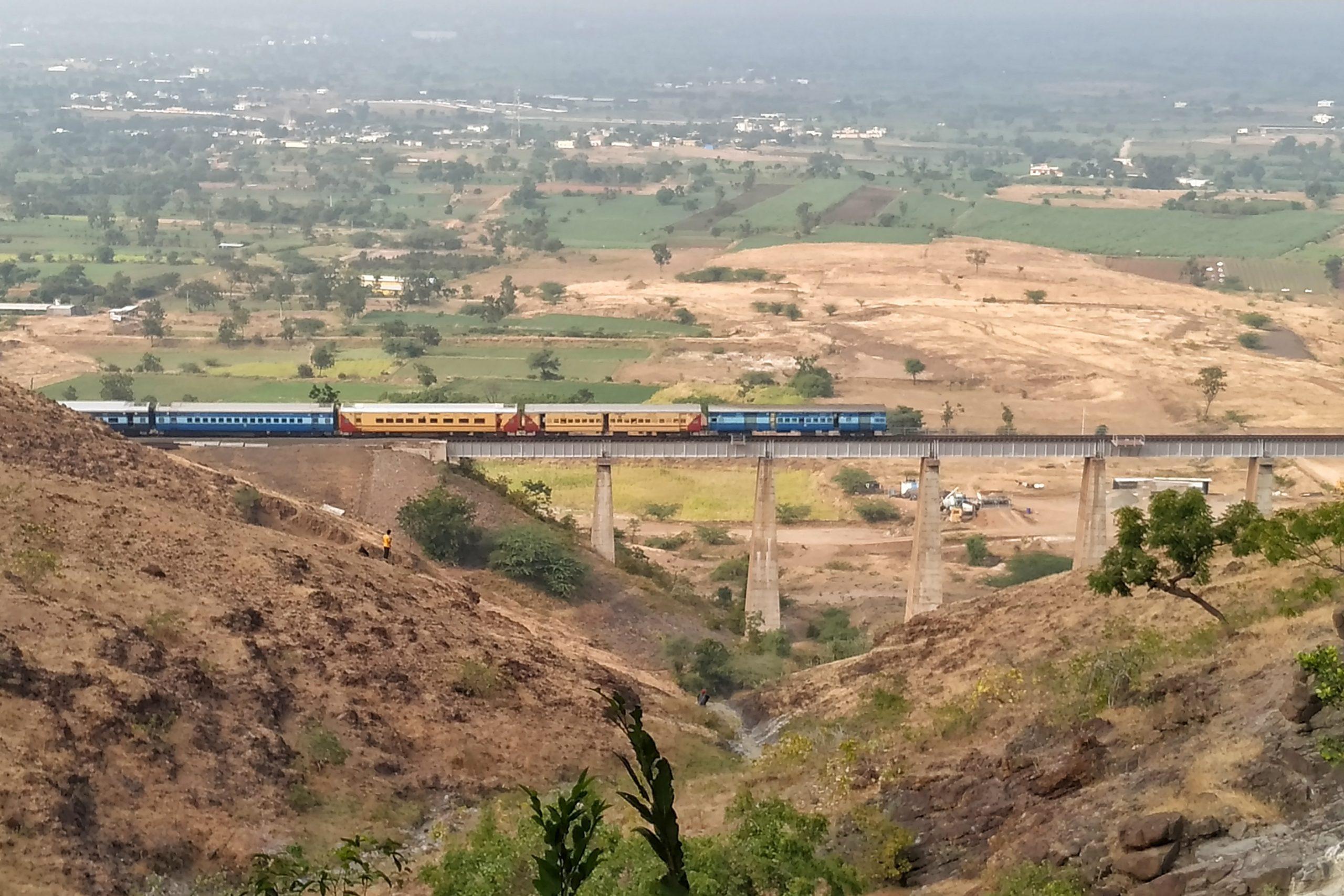 Transportation queen – Train over a bridge