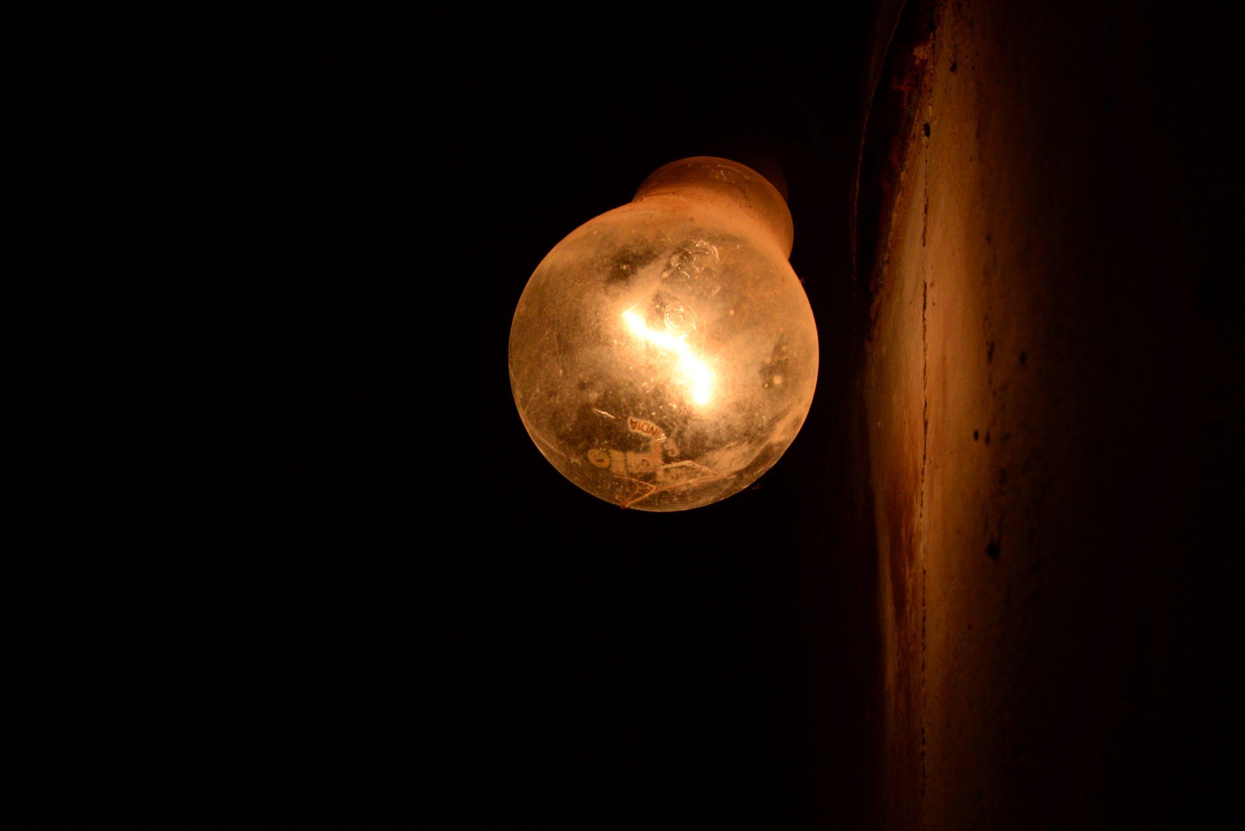 Tungsten Bulb on Focus