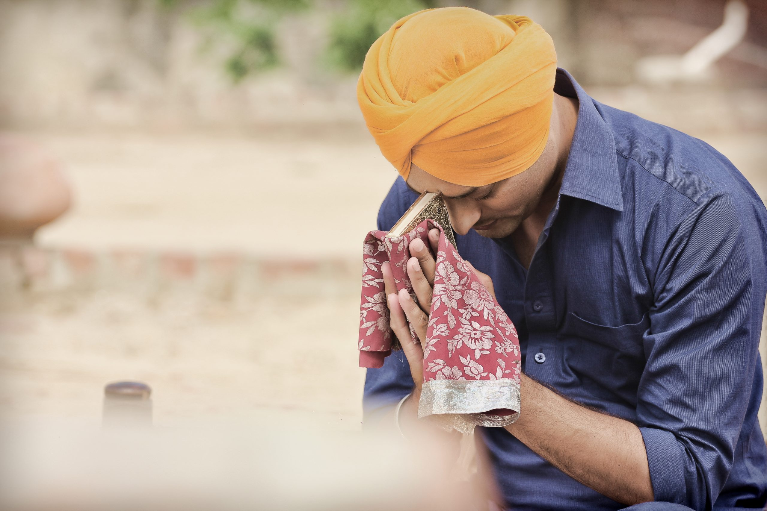 A Sikh boy praying