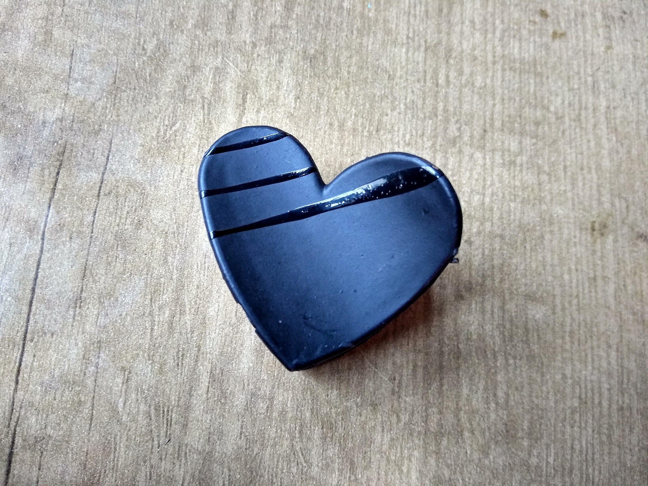 A heart shape clip