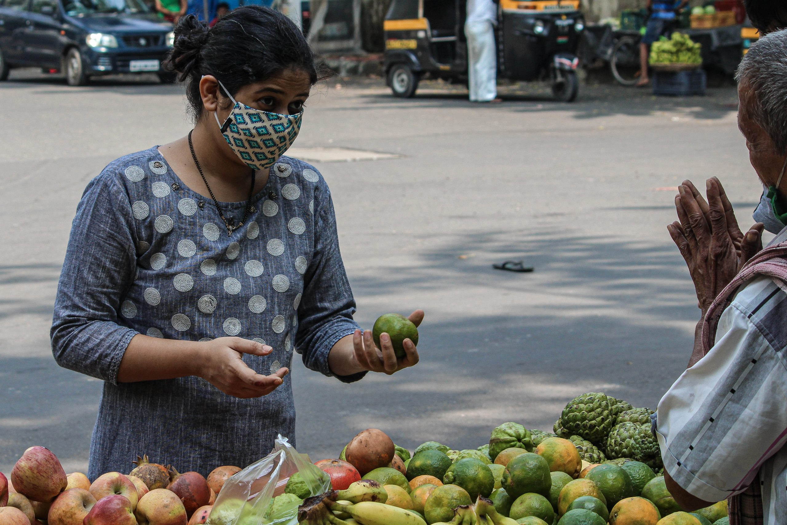 A lady bargaining with vendor