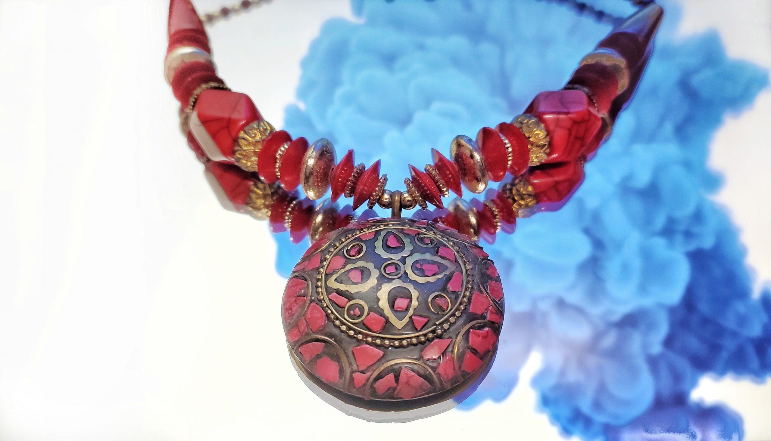 A lady necklace