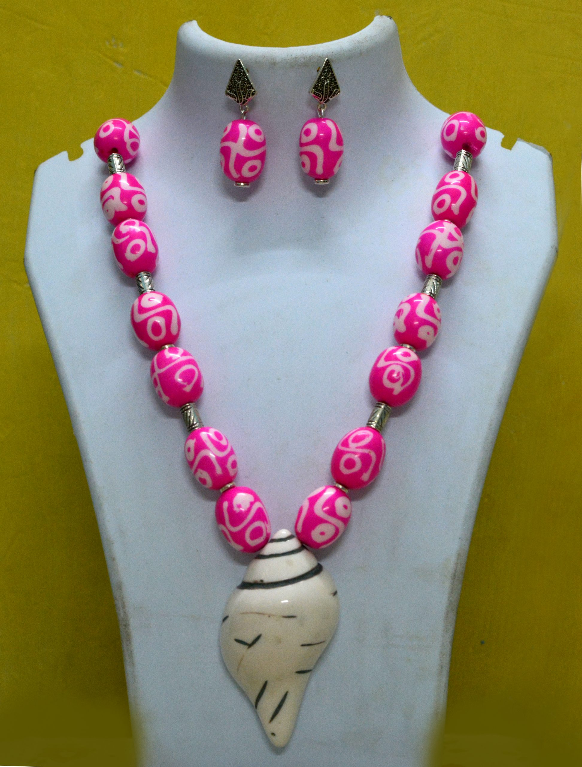 A necklace and earrings
