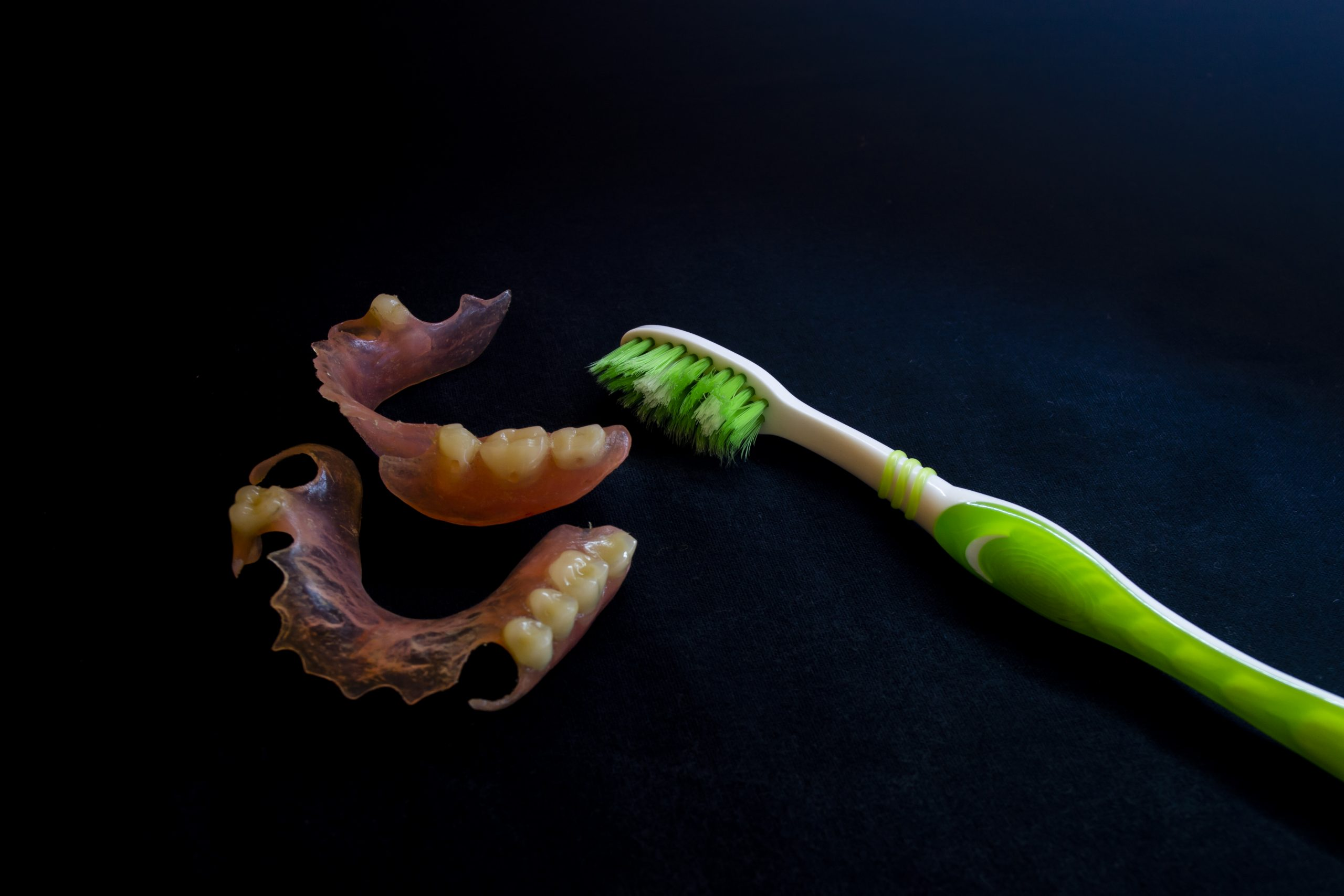 Artificial teeth and brush
