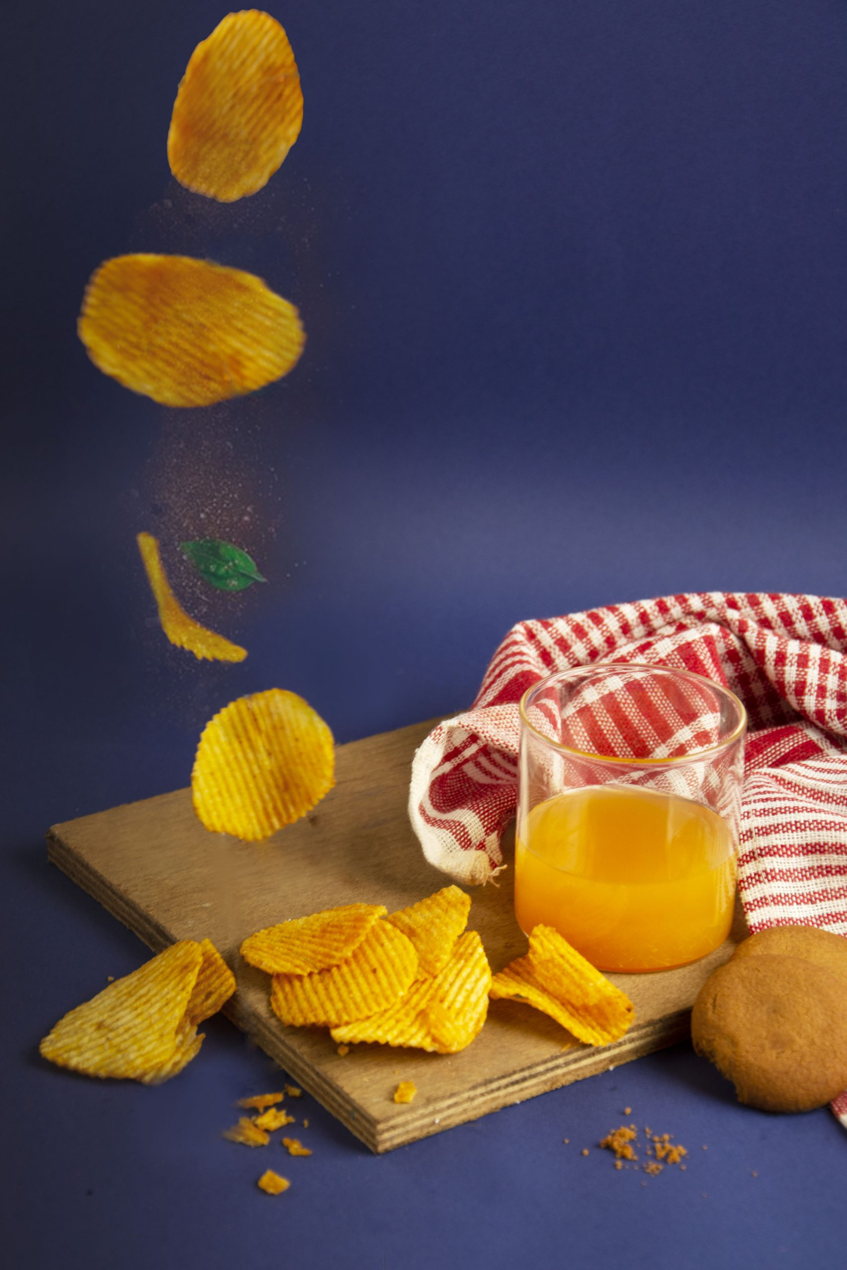 Chips and juice for refreshment