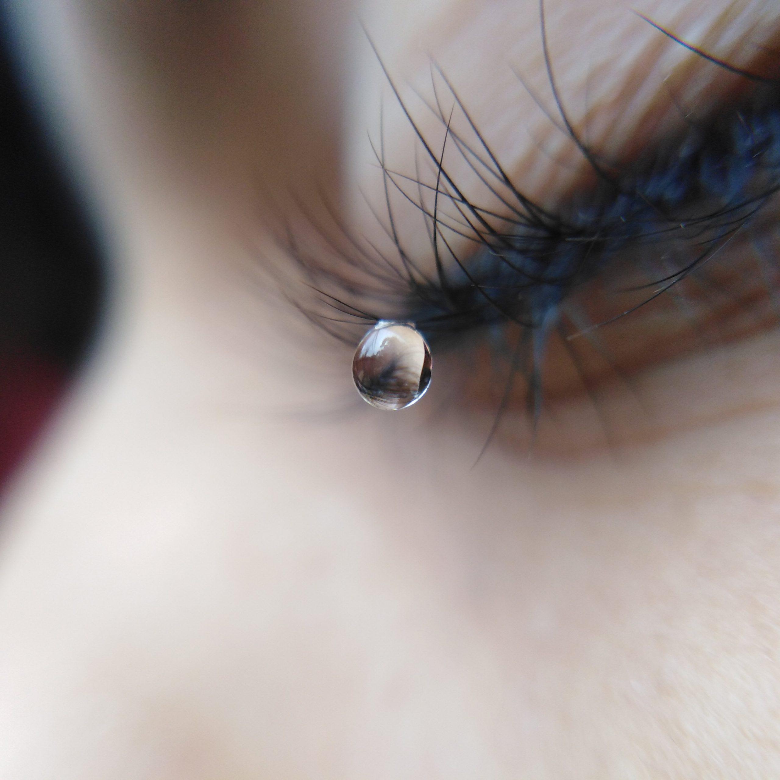 Drop on eye