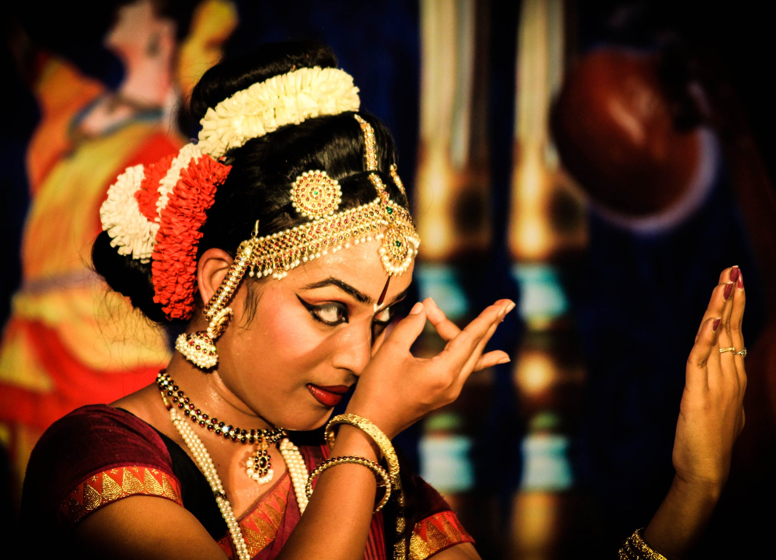 bharatnatyam performer getting ready
