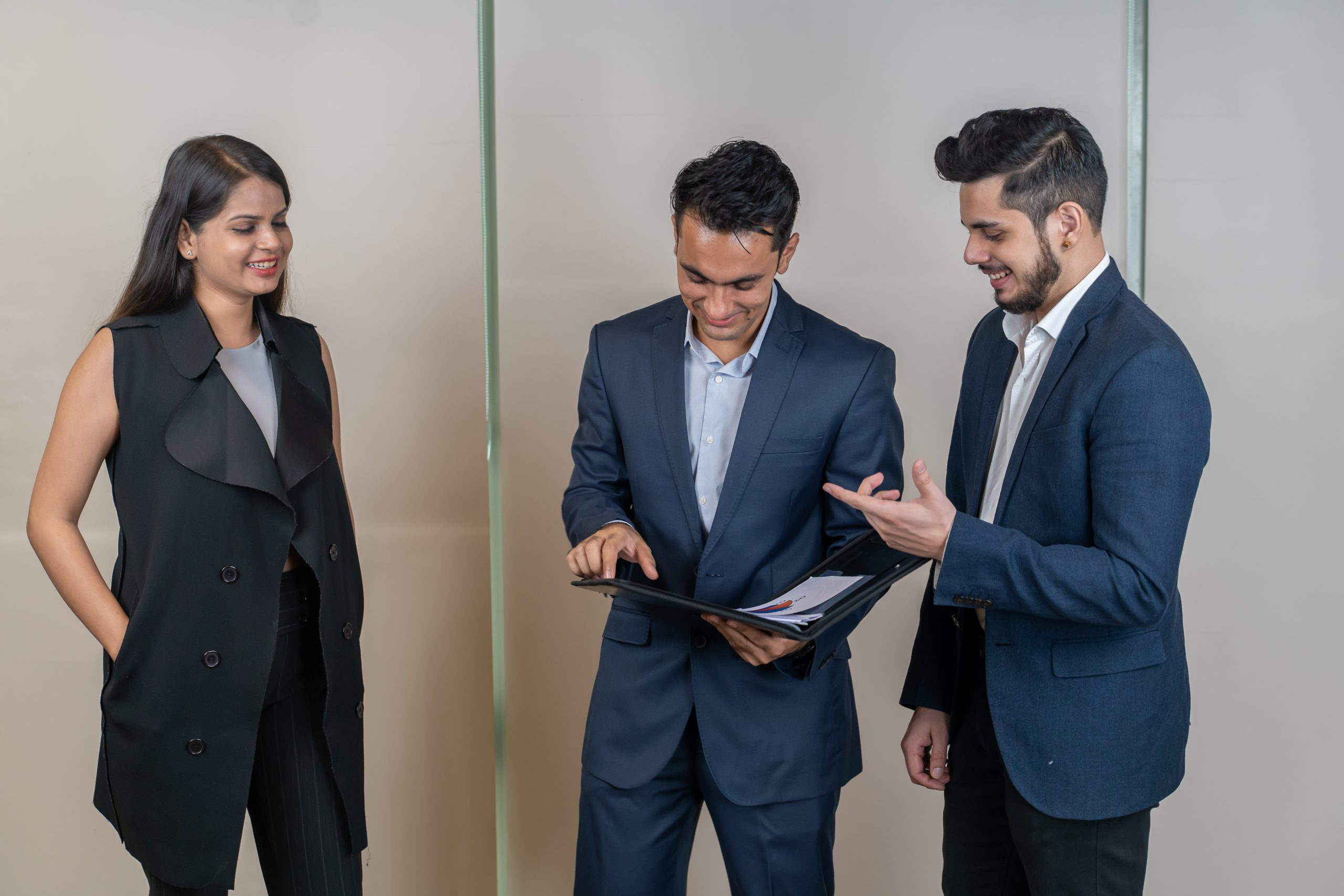 Employees showing report to boss