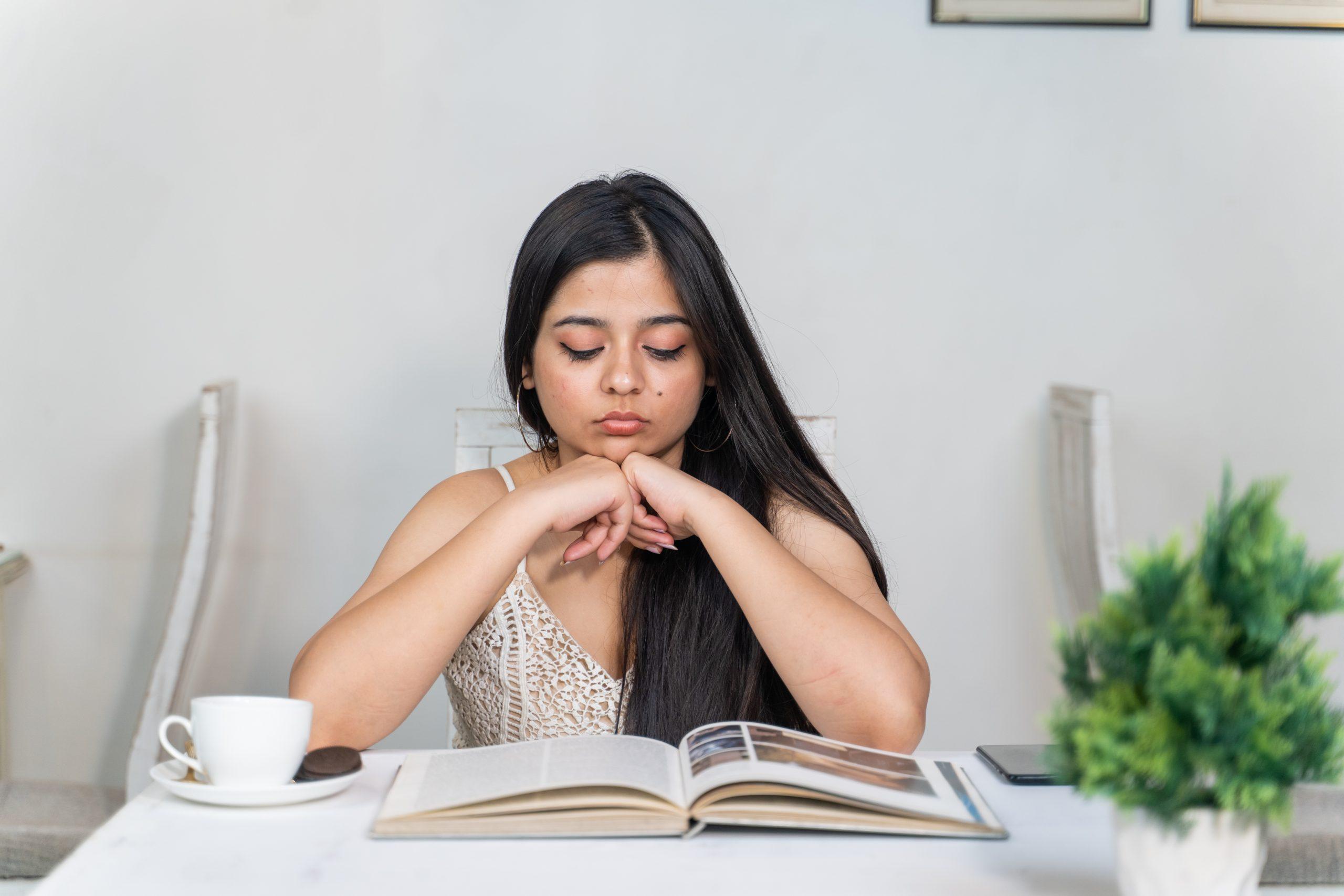 Girl reading book in cafe