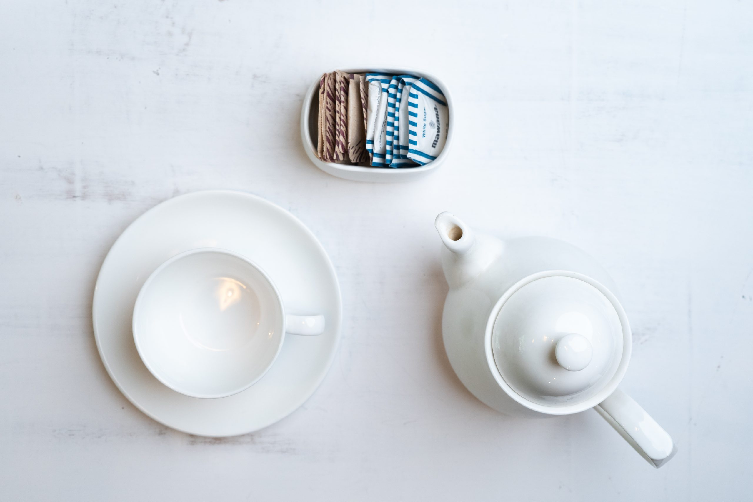Kettle, tea cup and sugar packets