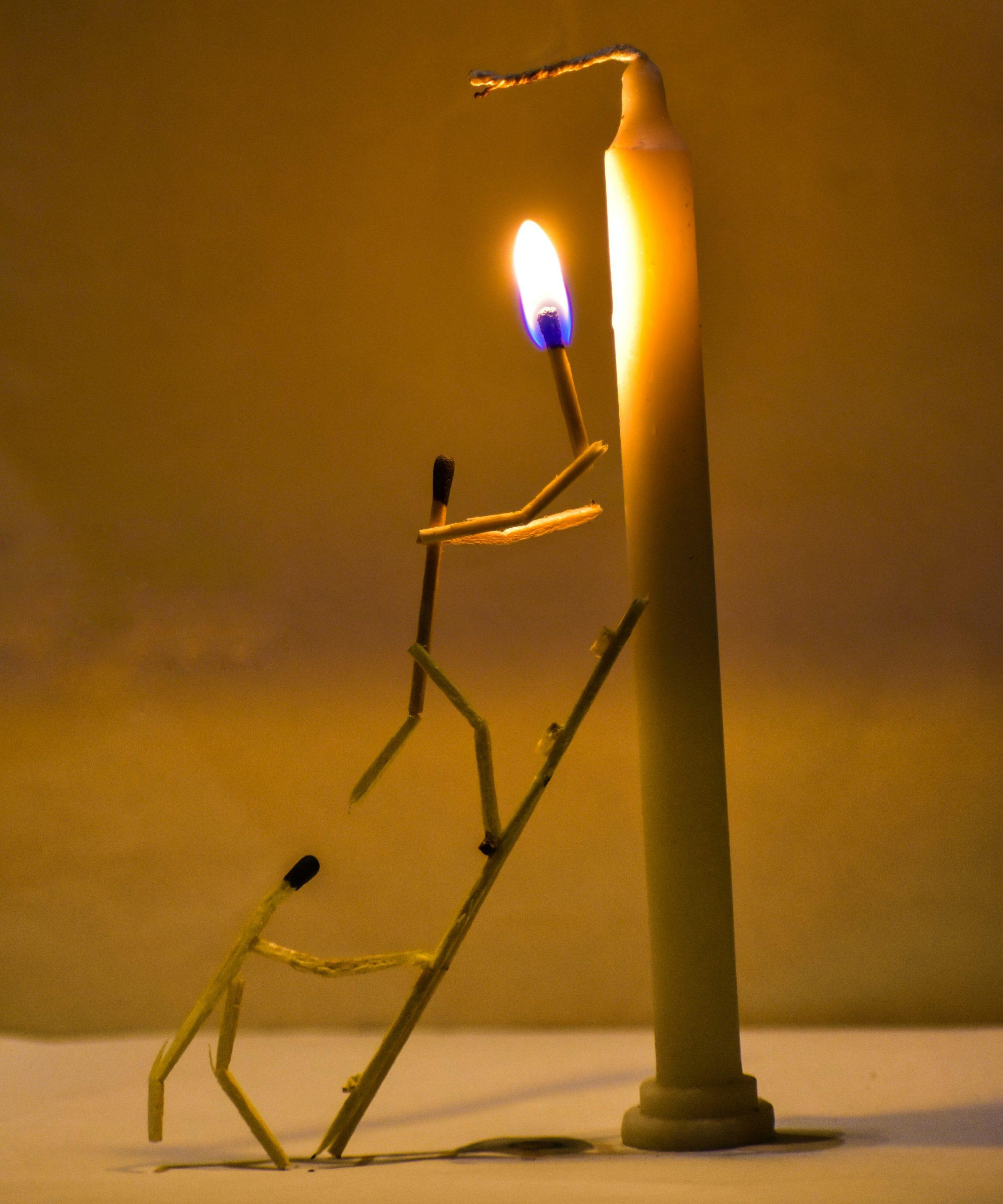 Lightening a candle through matchsticks