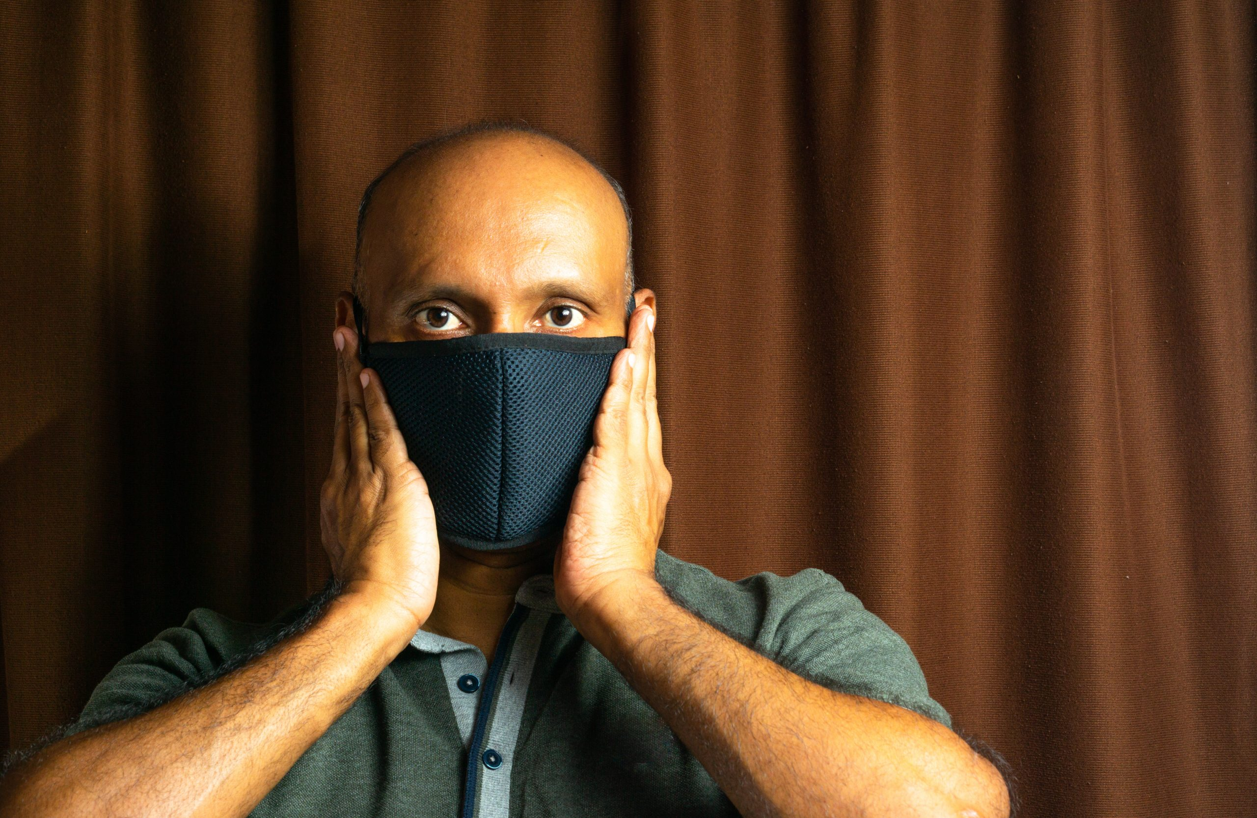 Man putting mask on his mouth