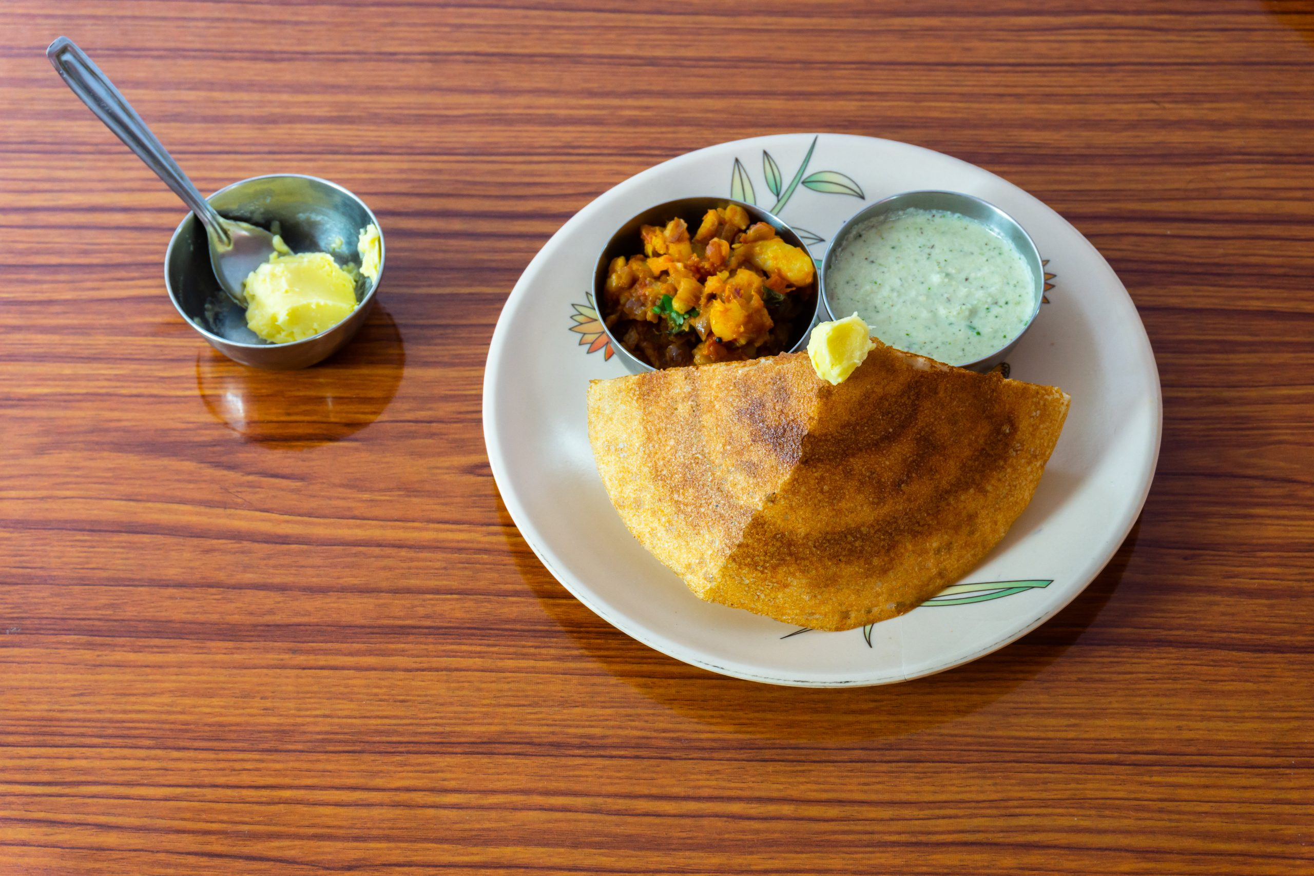 Masala dosa with sauce