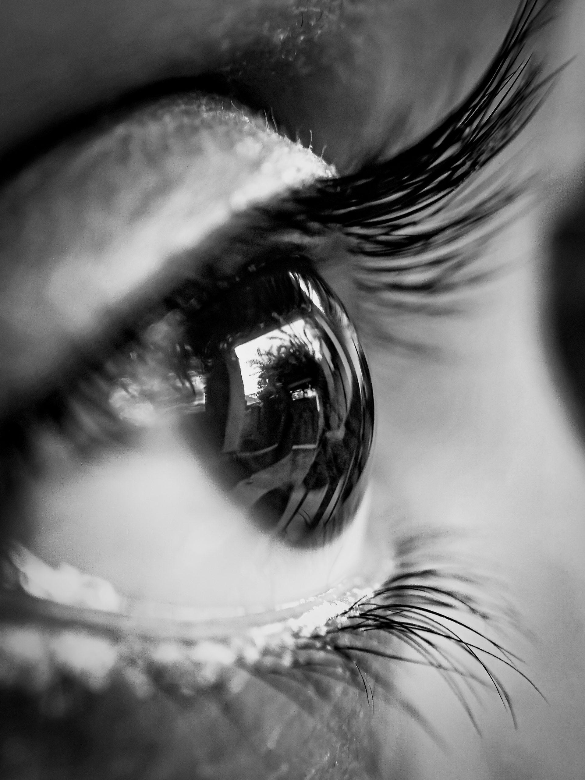 Monochromatic Eyes